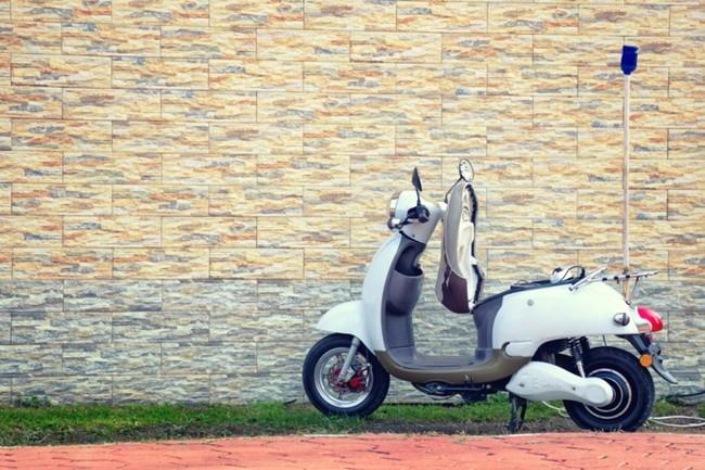 E-scooter, benzinescooter of brommobiel?