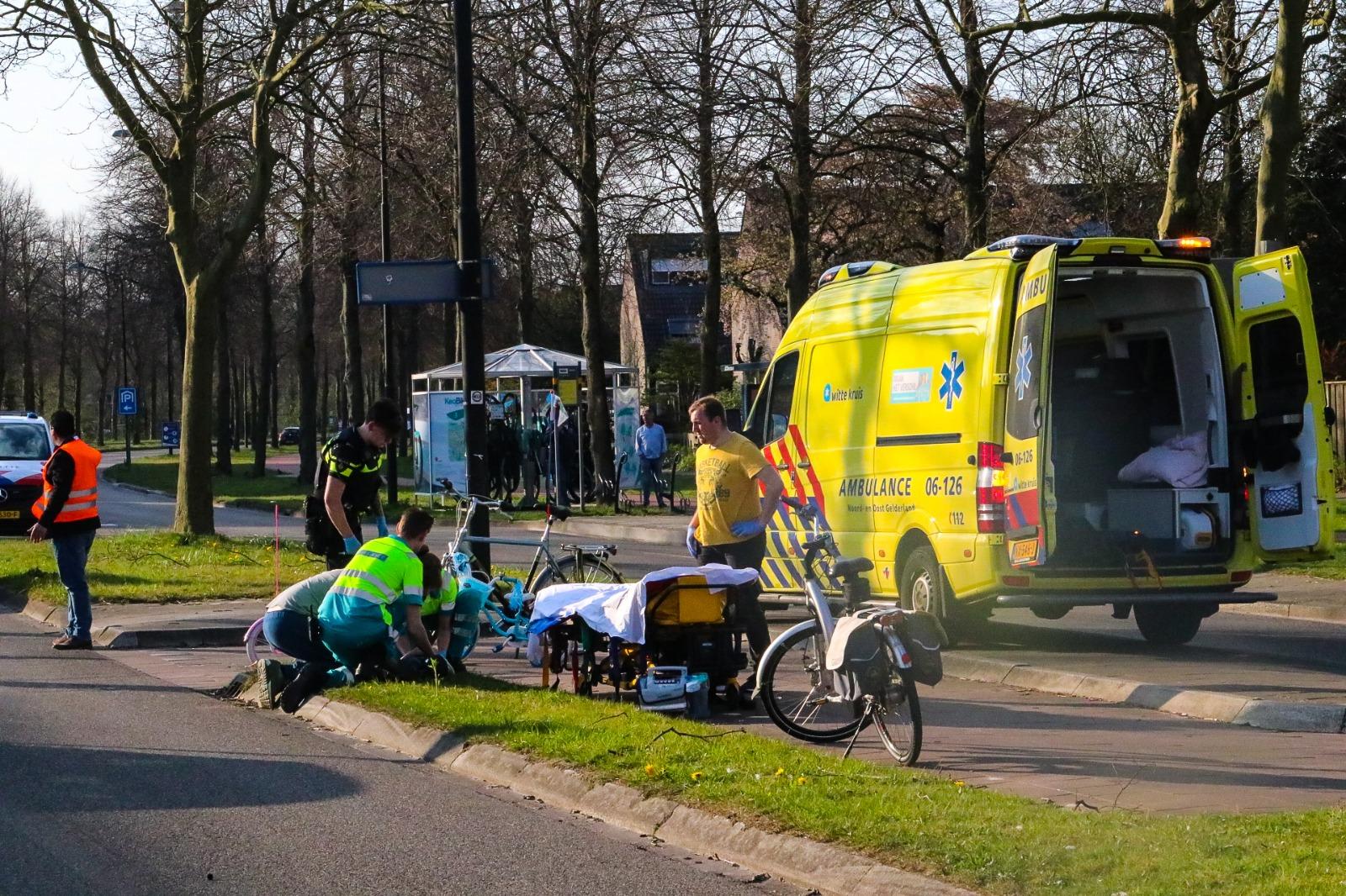 Kind gewond na aanrijding met auto.