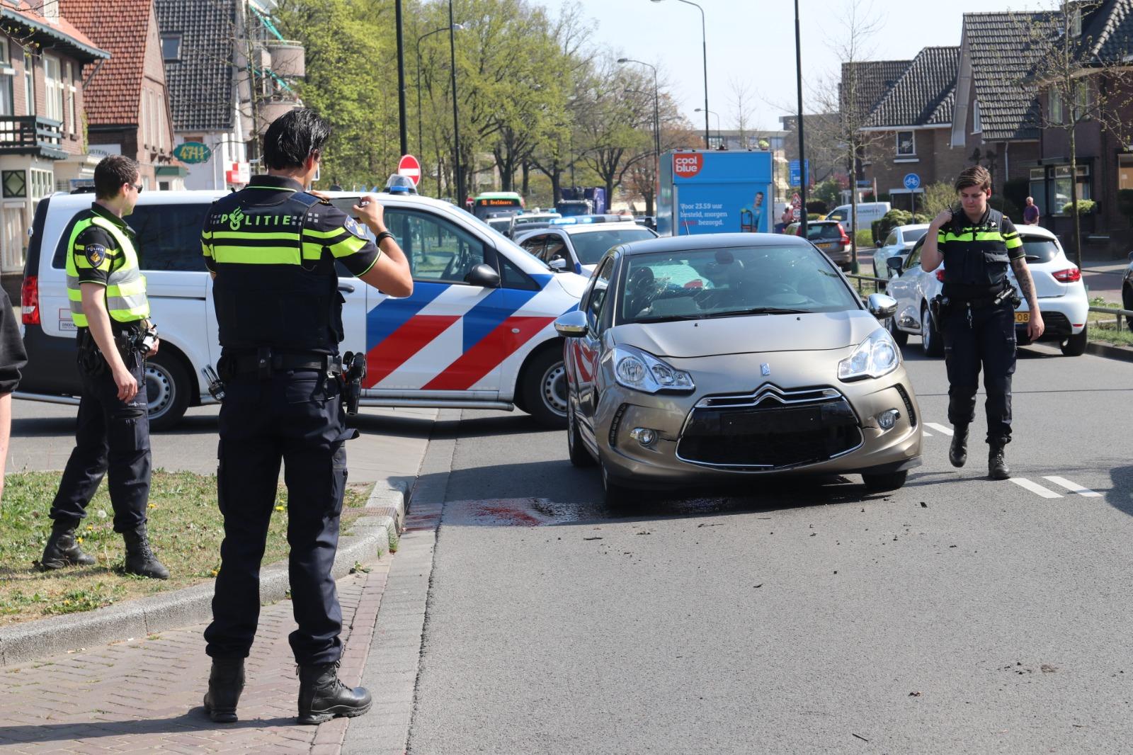 Botsing tussen twee autos bij Ruinerwold, een persoon gewond.