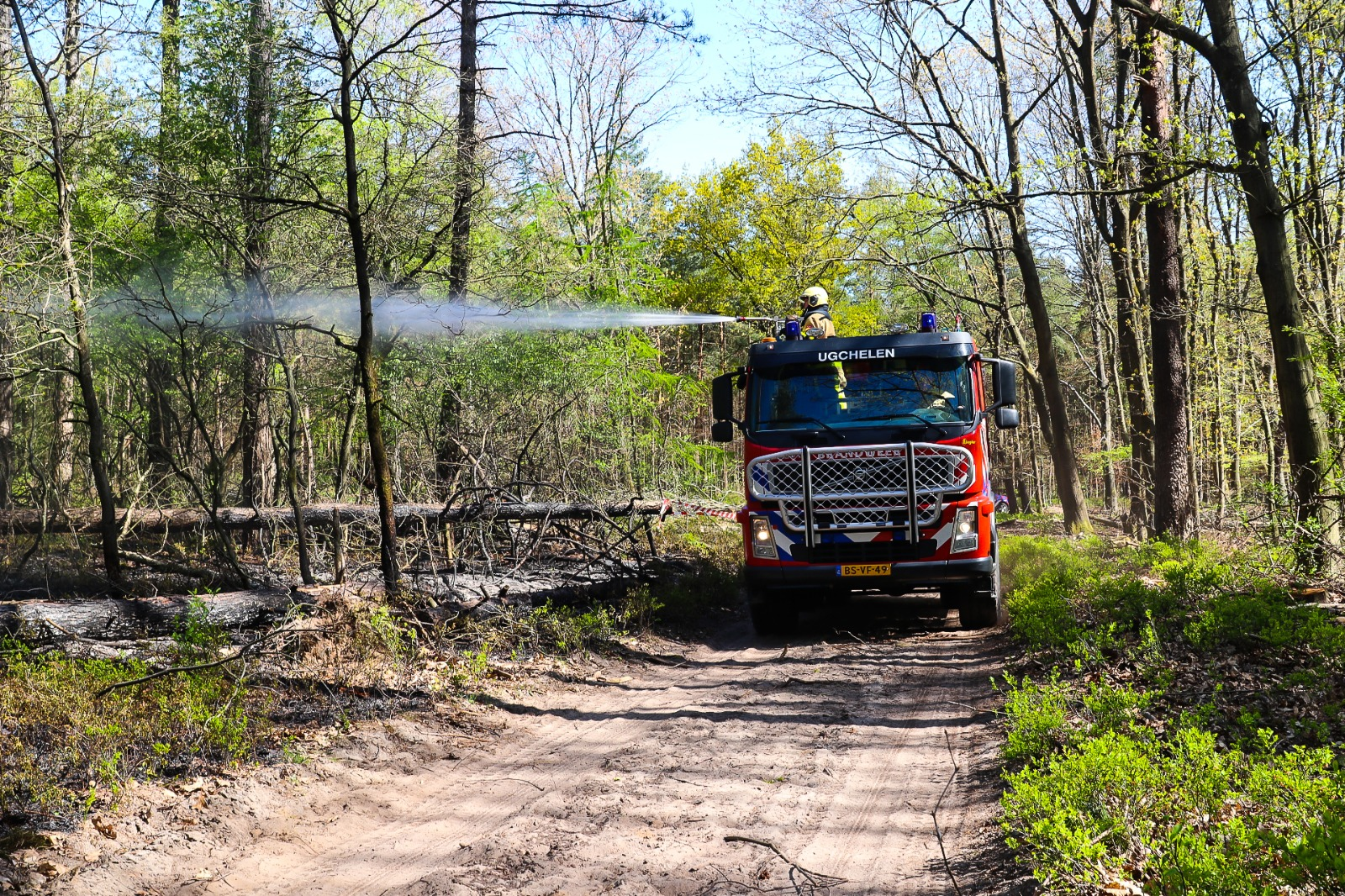 Opnieuw een bosbrand in omgeving Apeldoorn; politie vraagt mensen een oogje in het zeil te houden
