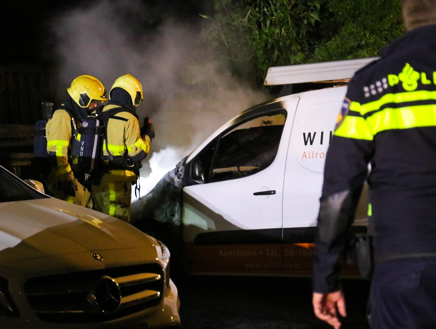 *VIDEO* Brand in bedrijfsbusje in Vaassen