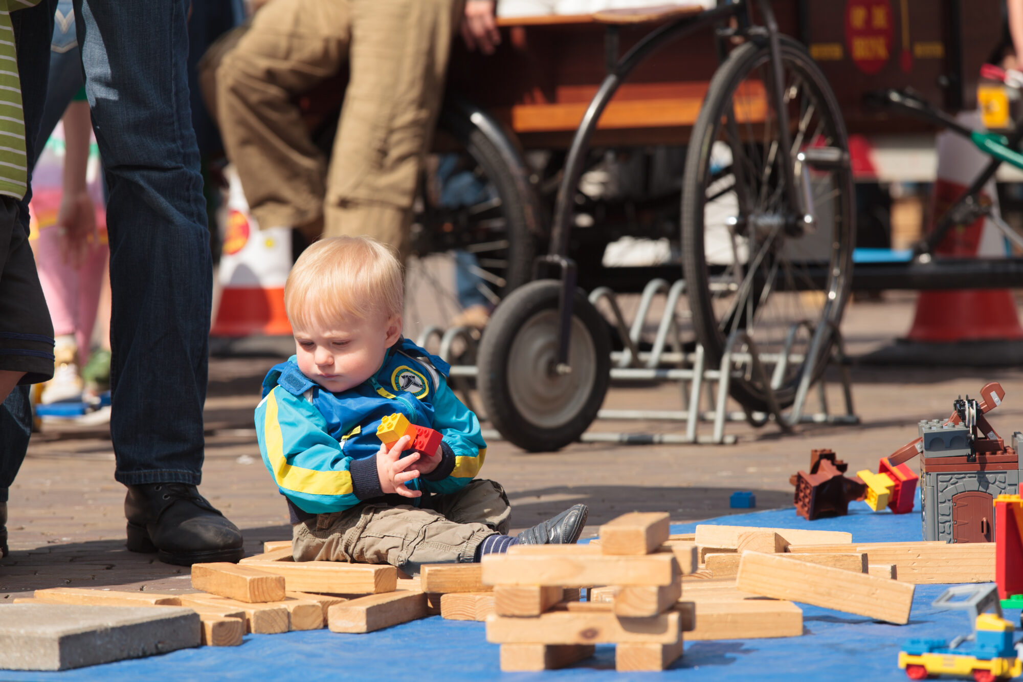 Al diverse generaties kinderen kwamen spelen op de Brink