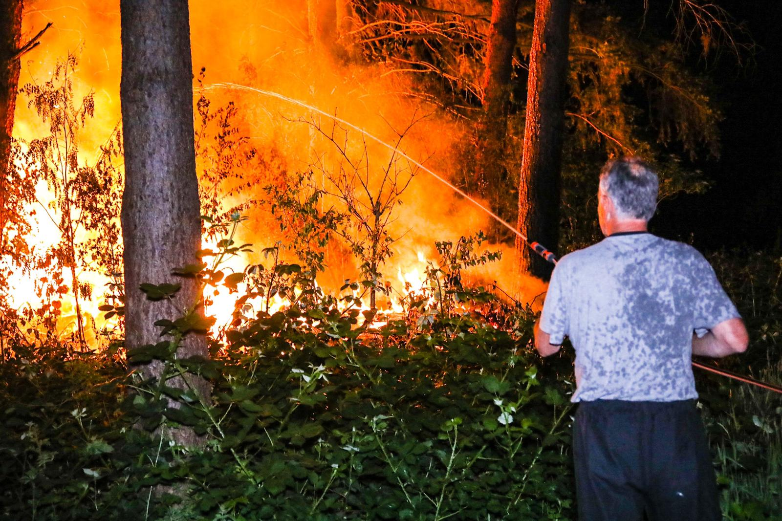 *VIDEO* Brandstichting in Matenpark; brandweer snel ter plaatse