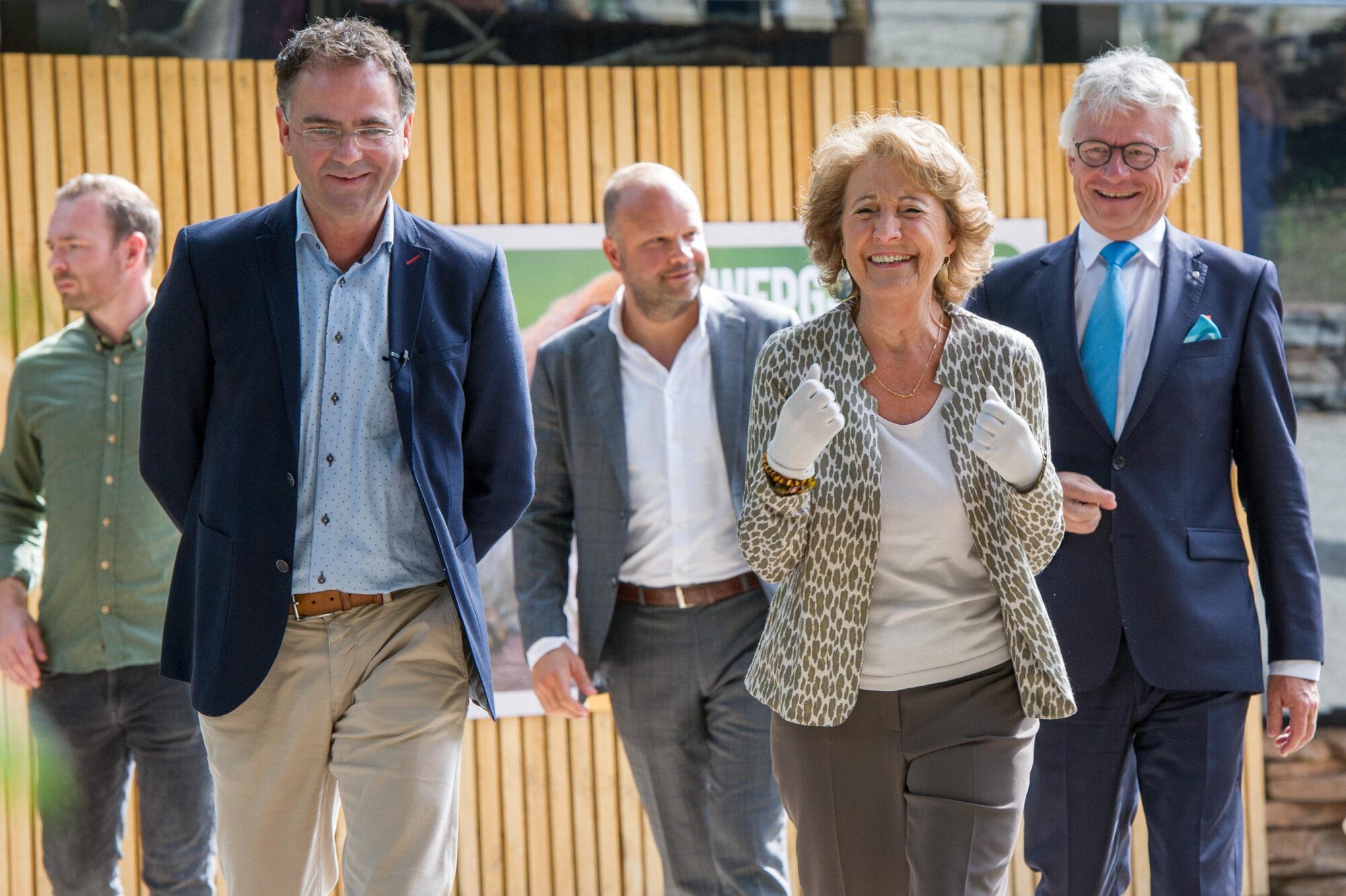 Voedselbos voor dwergapen in Apenheul geopend door Prinses Margriet
