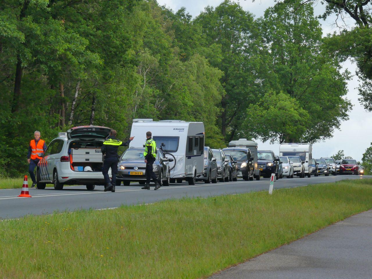 Ongeval op Elburgerweg N309 zorgt voor veel verkeershinder.