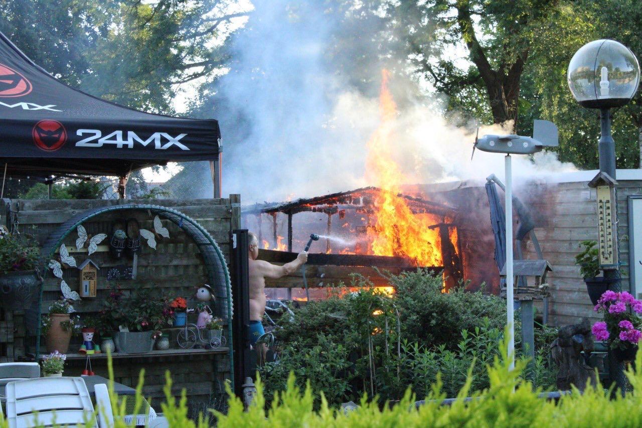 Brand aan Loudonstraat in Apeldoorn; oorzaak onbekend