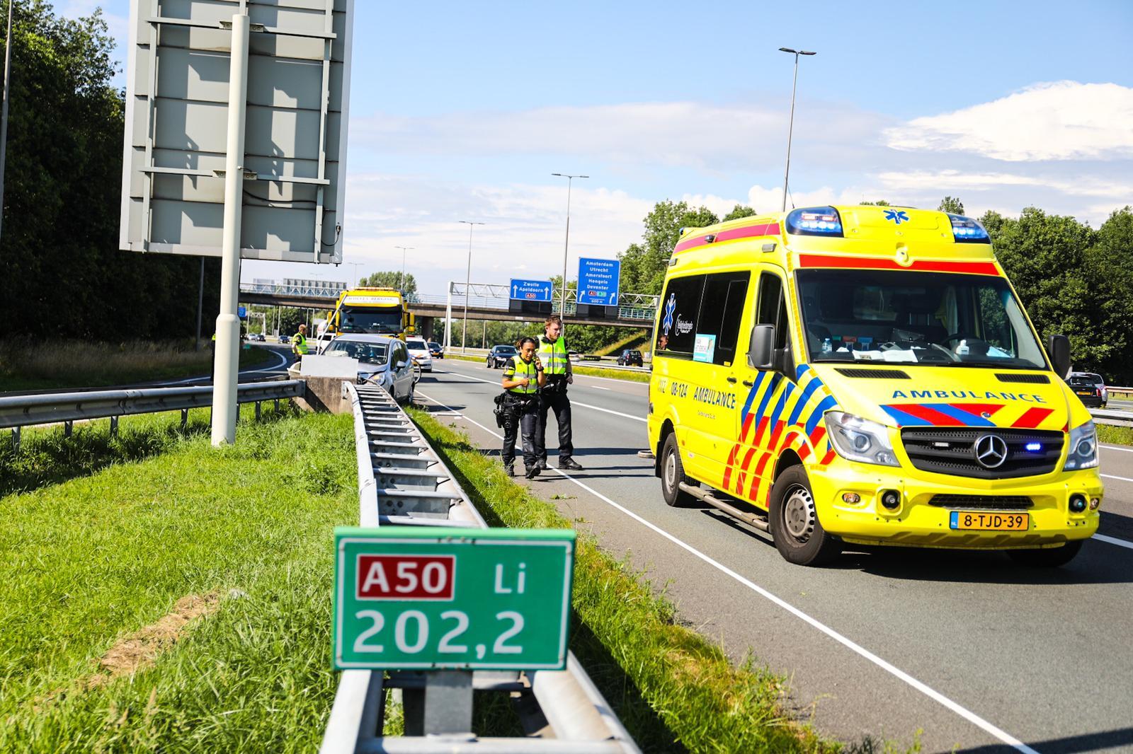 Automobilist raakt gewond bij eenzijdig ongeval op A50