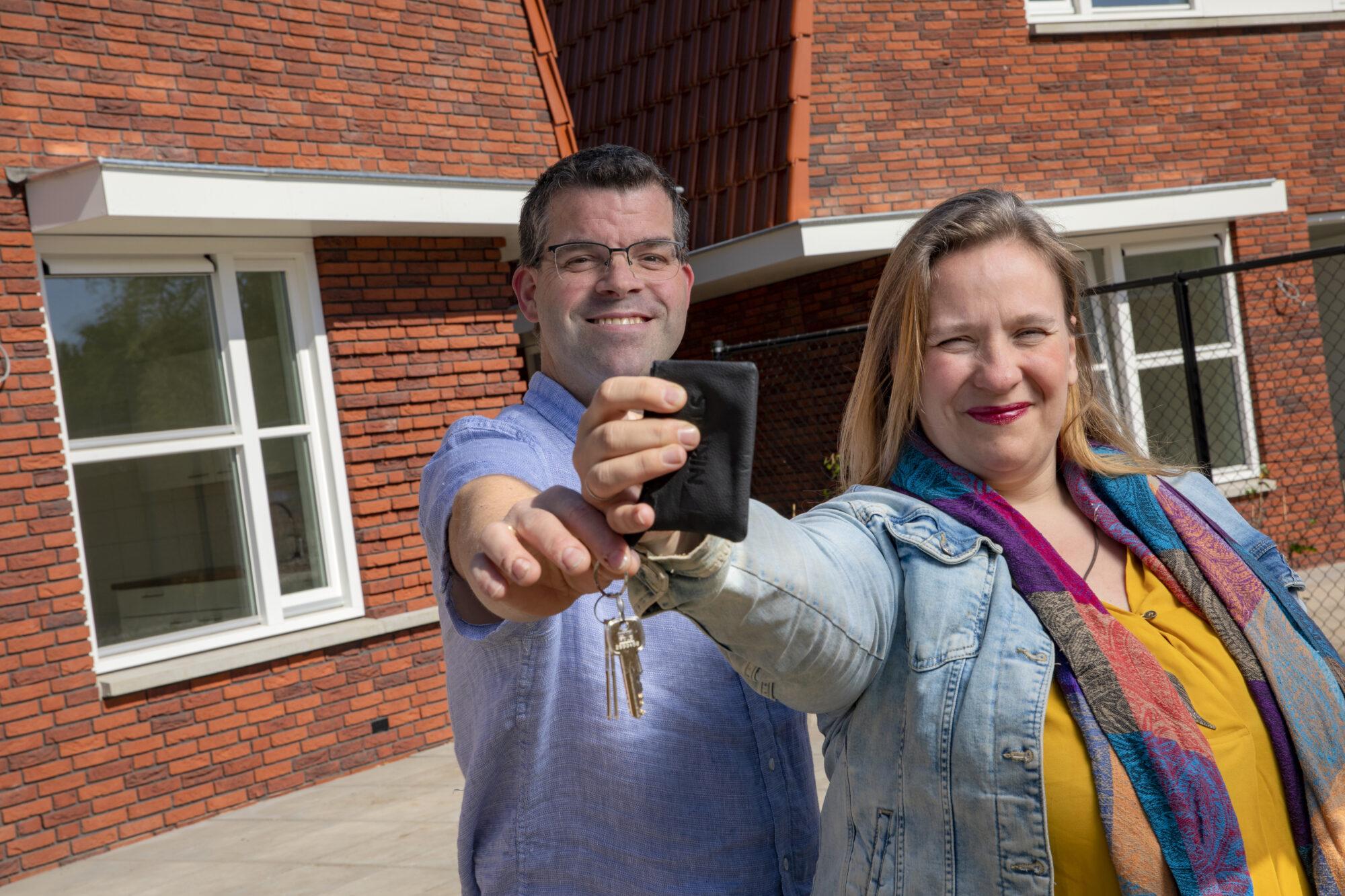 Eerste huurders ontvangen sleutel nieuwbouwproject Westenenkerpark