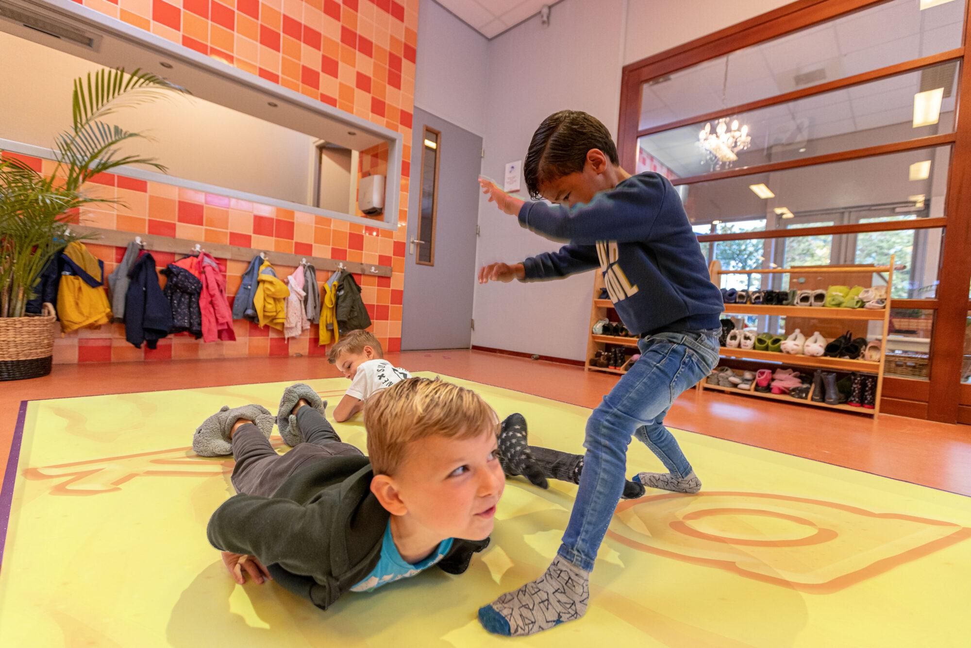 Beweegvloer moet basisschoolleerlingen in Apeldoorn bewegend aan het leren krijgen