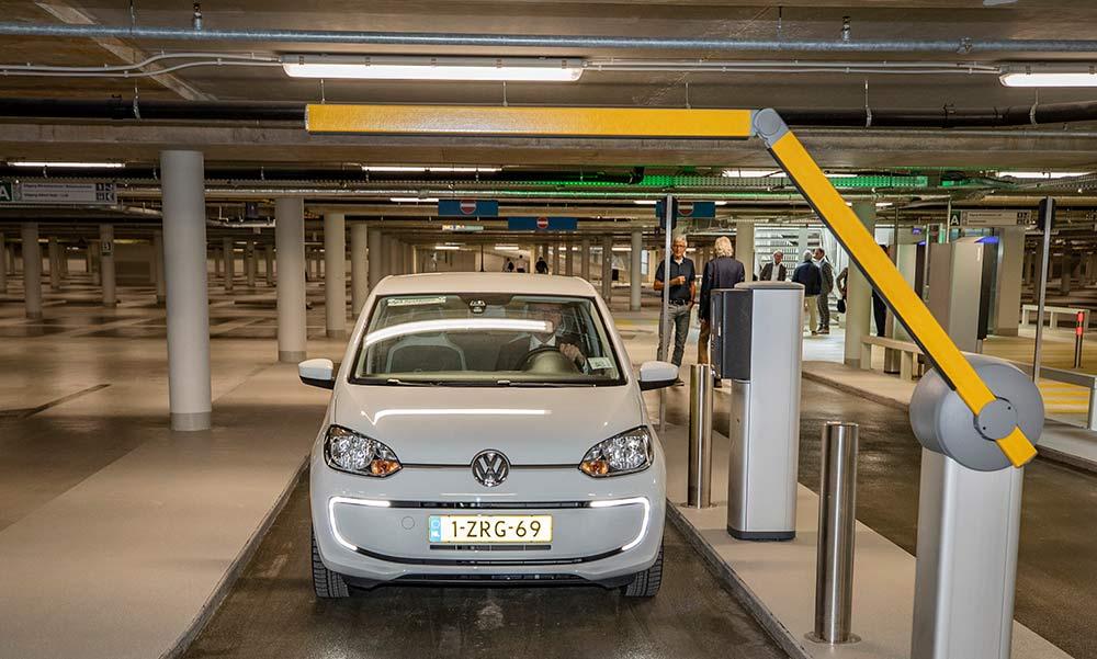 Parkeergarage winkelcentrum Anklaar coronaproof
