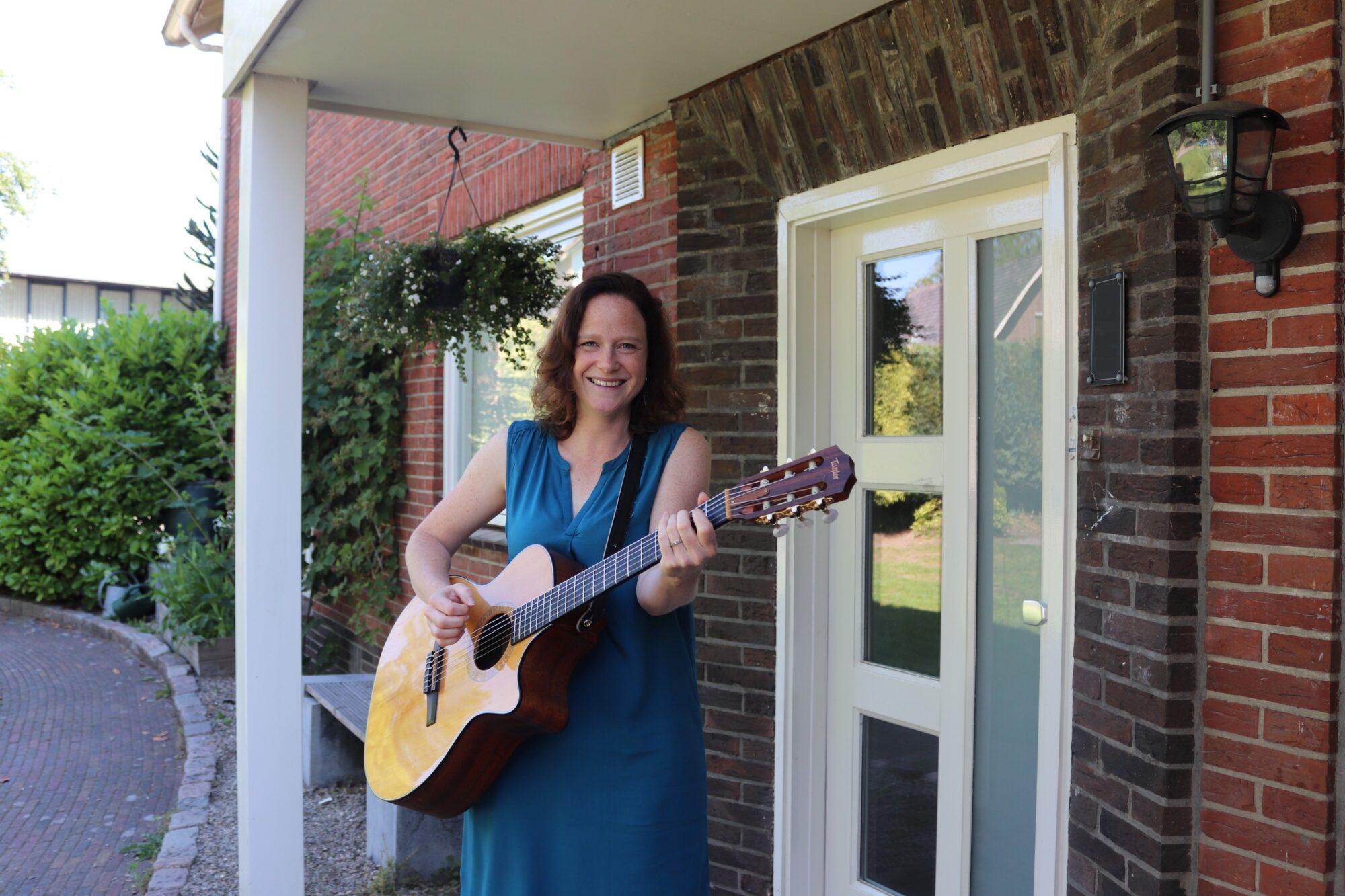 Op veilige afstand liedjes bezorgen aan huis