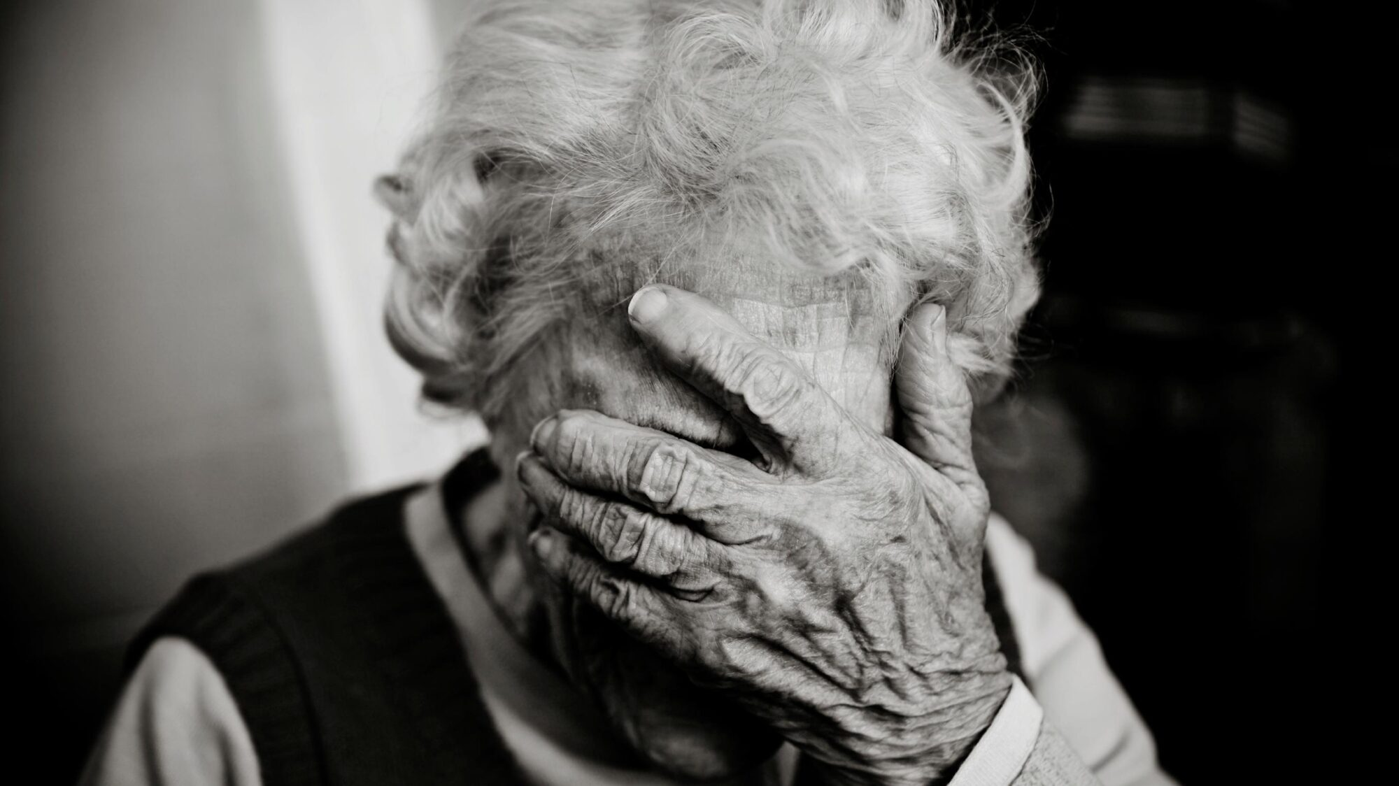Vijf dingen die je kunt doen bij vermoedens van ouderenmishandeling