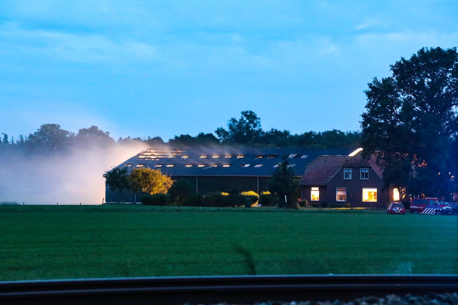 Brand op boerderij in Holten; oorzaak onbekend