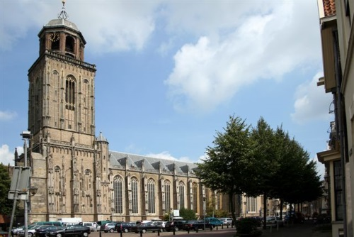Zandkastelen bouwen op het Grote Kerkhof in Deventer