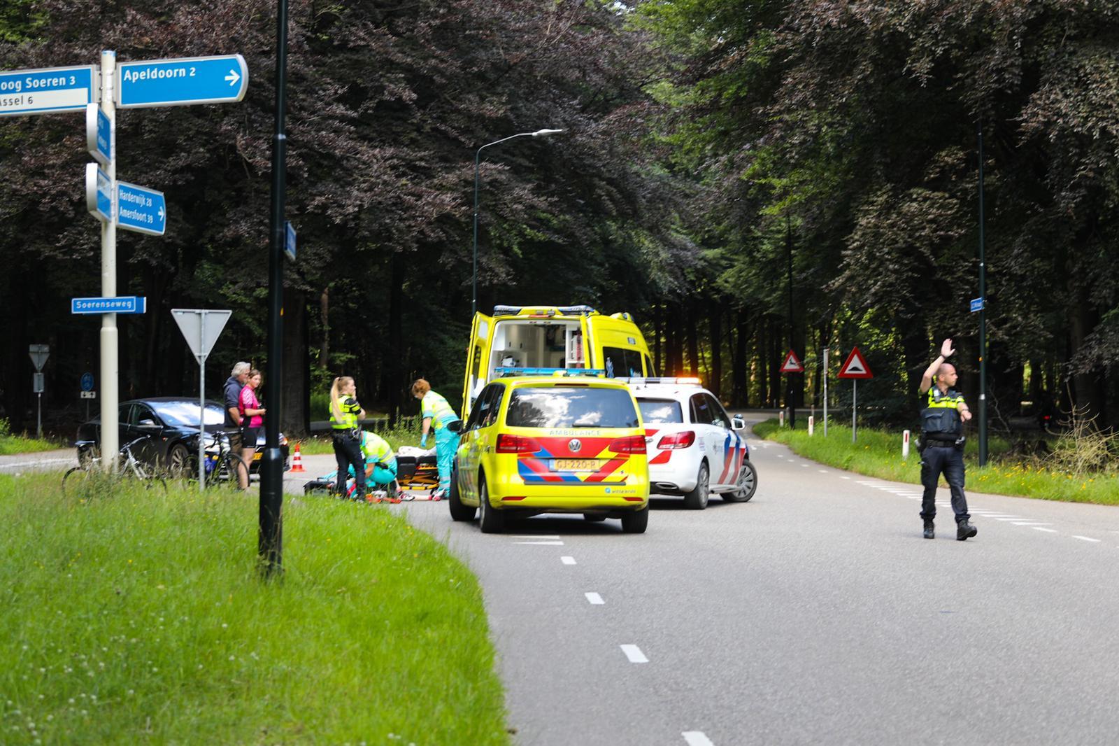 Wielrenner gewond na aanrijding op JC Wilslaan in Apeldoorn.