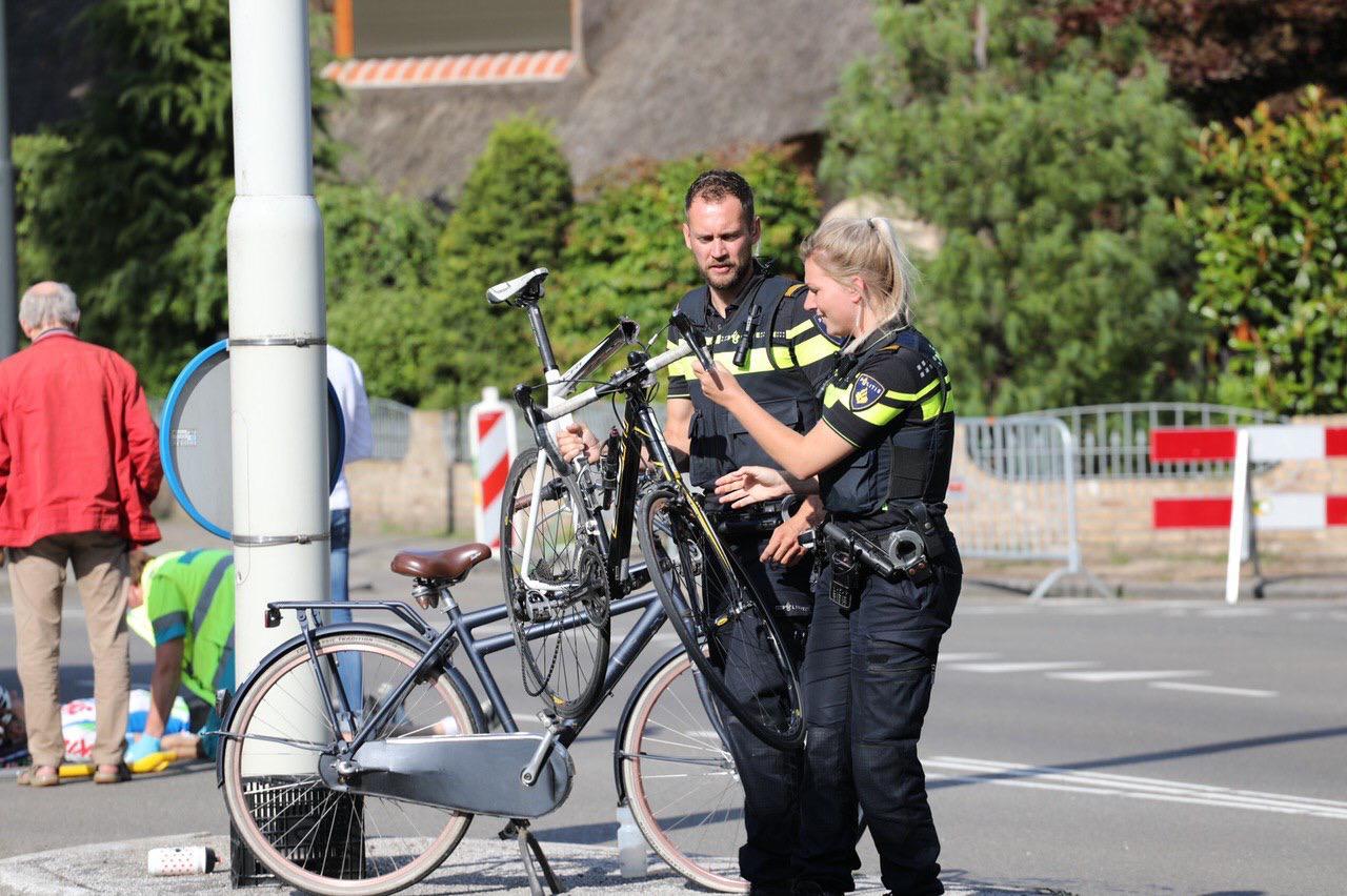 Botsing tussen twee fietsers op kruising Soerenseweg met Jachtlaan in Apeldoorn