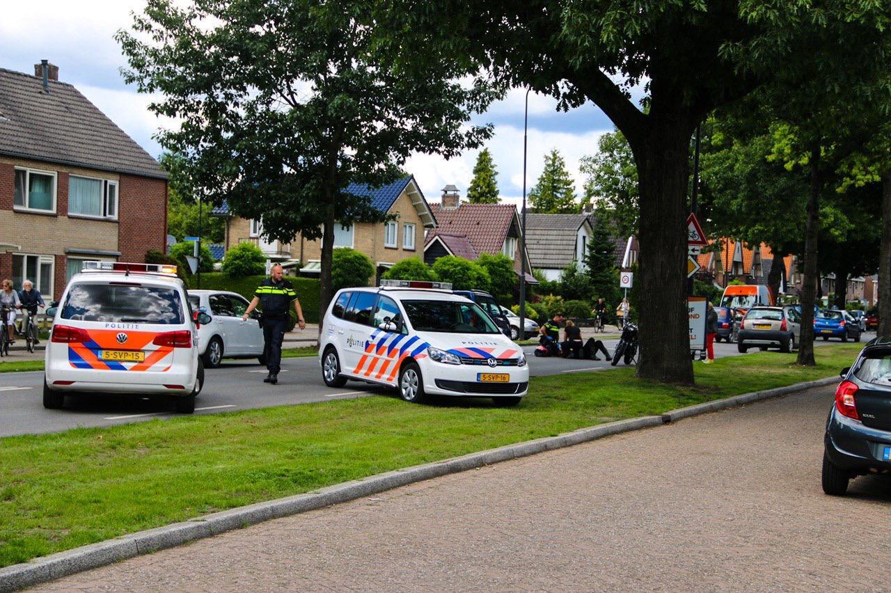 Motorrijdster raakt gewond na ongeval op Arnhemseweg in Apeldoorn