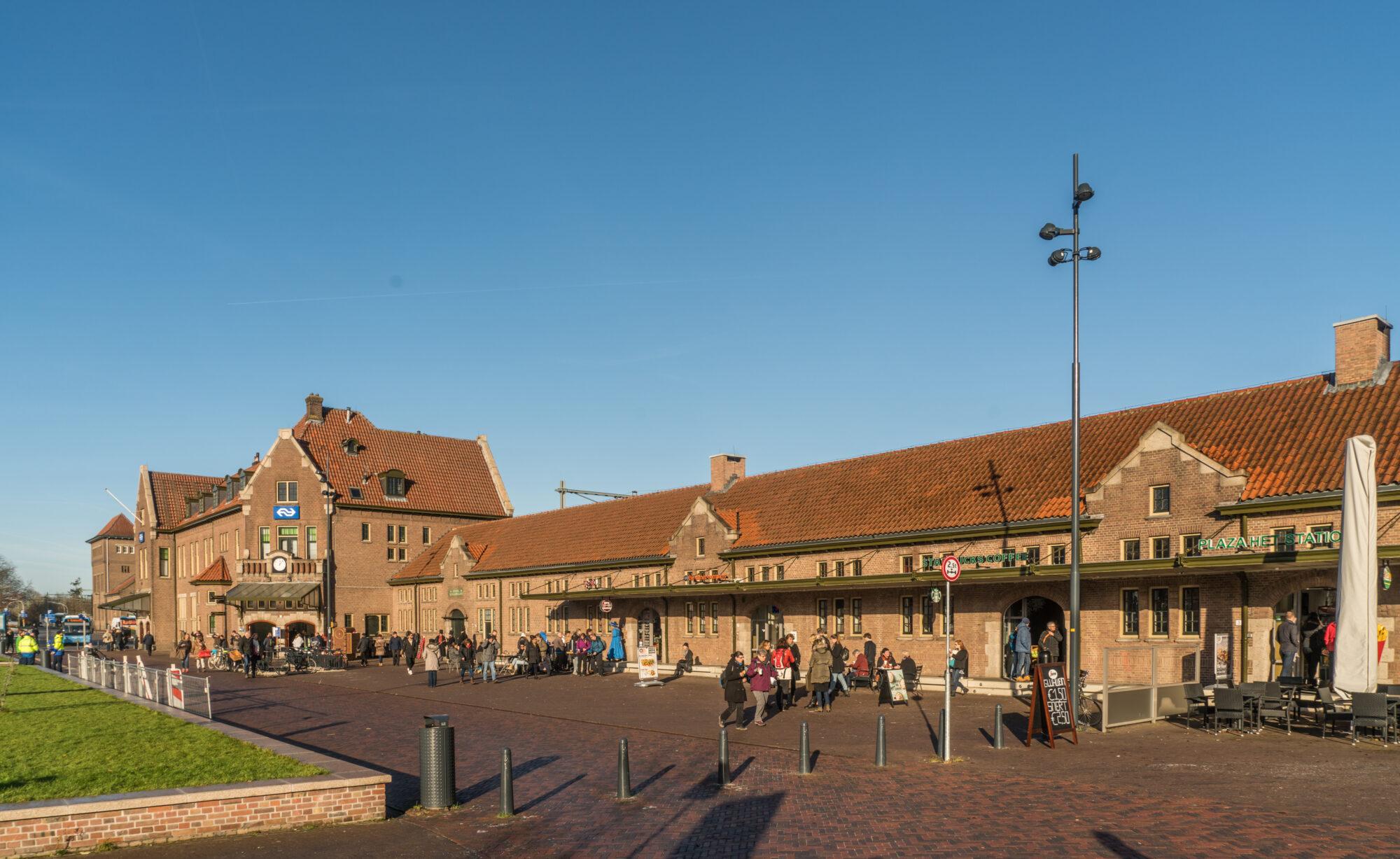 'Die-in' protest bij station Deventer