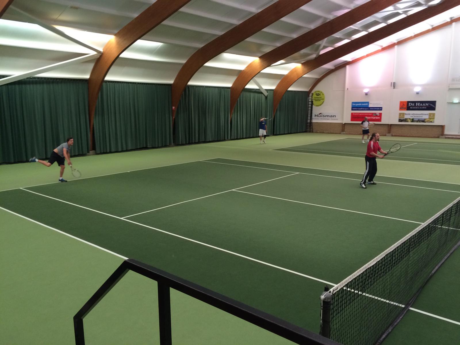 Liefhebbers gezocht voor tenniscompetitie in hal