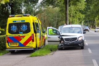 Gewonde bij botsing tussen twee auto's in Beekbergen.