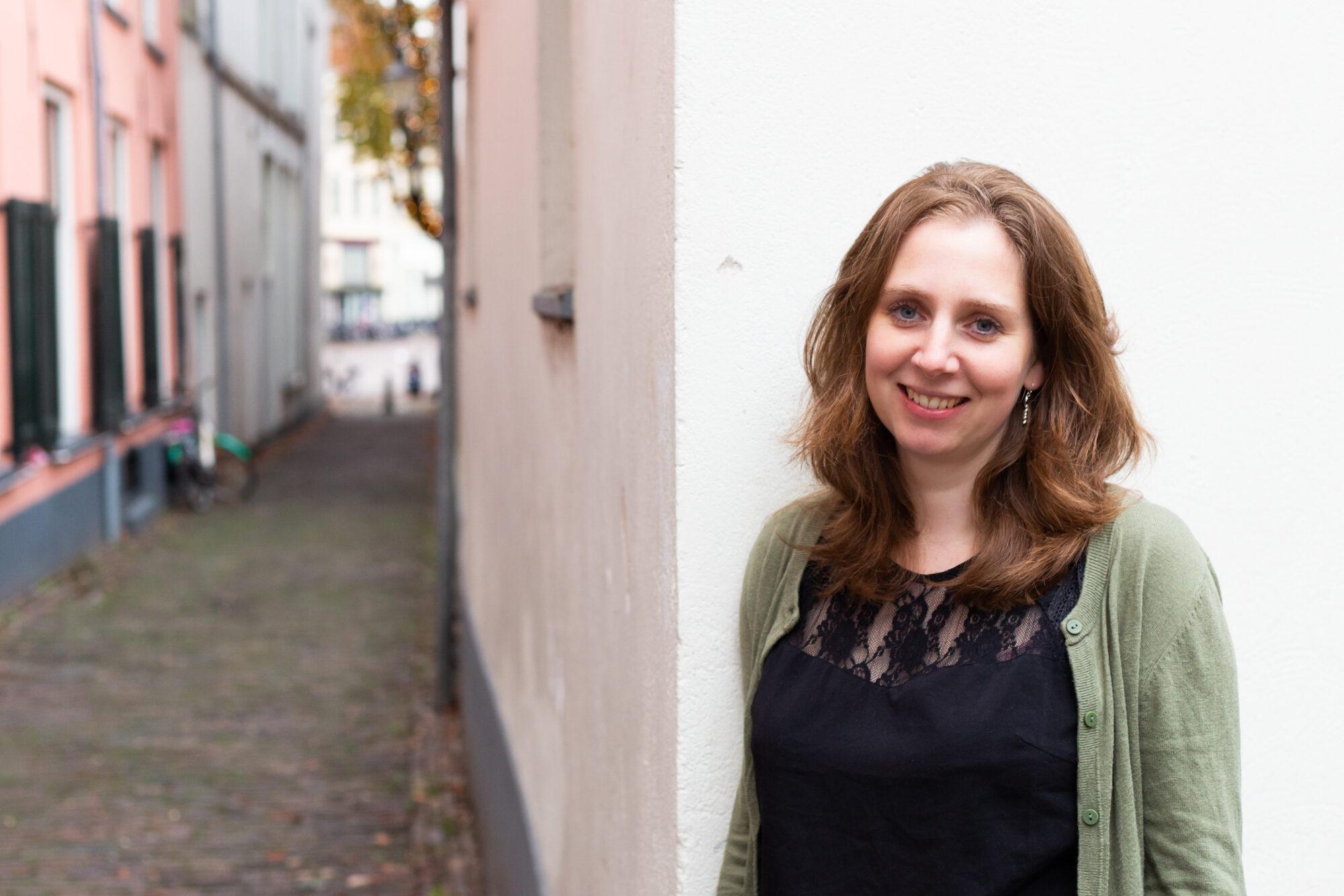 Deventerse schrijfster Carlie van Tongeren knap productief