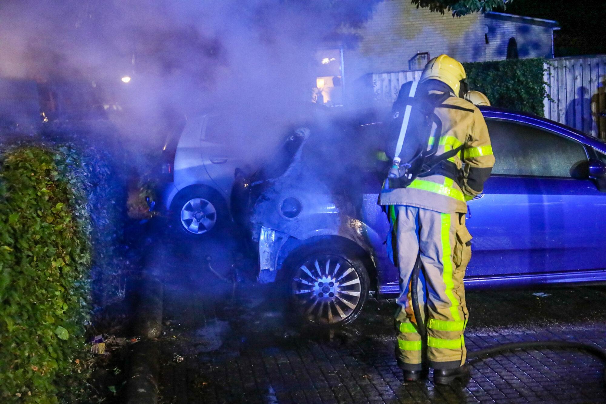 Opnieuw autobrand in de Maten te Apeldoorn; brandstichting niet uitgesloten