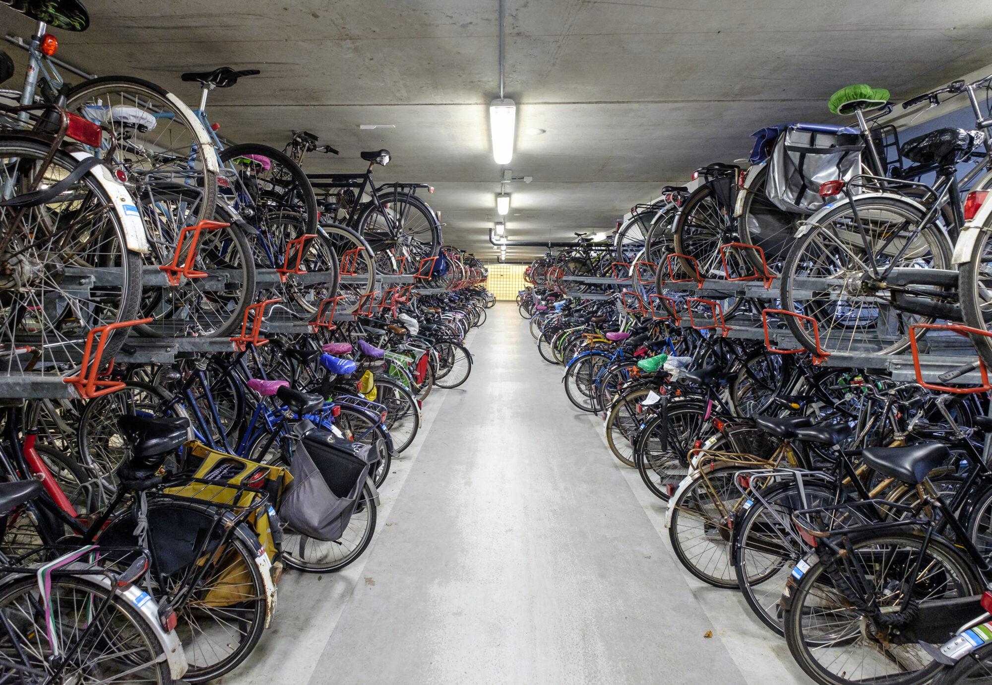 Fietsenstallingen in binnenstad Apeldoorn langer open