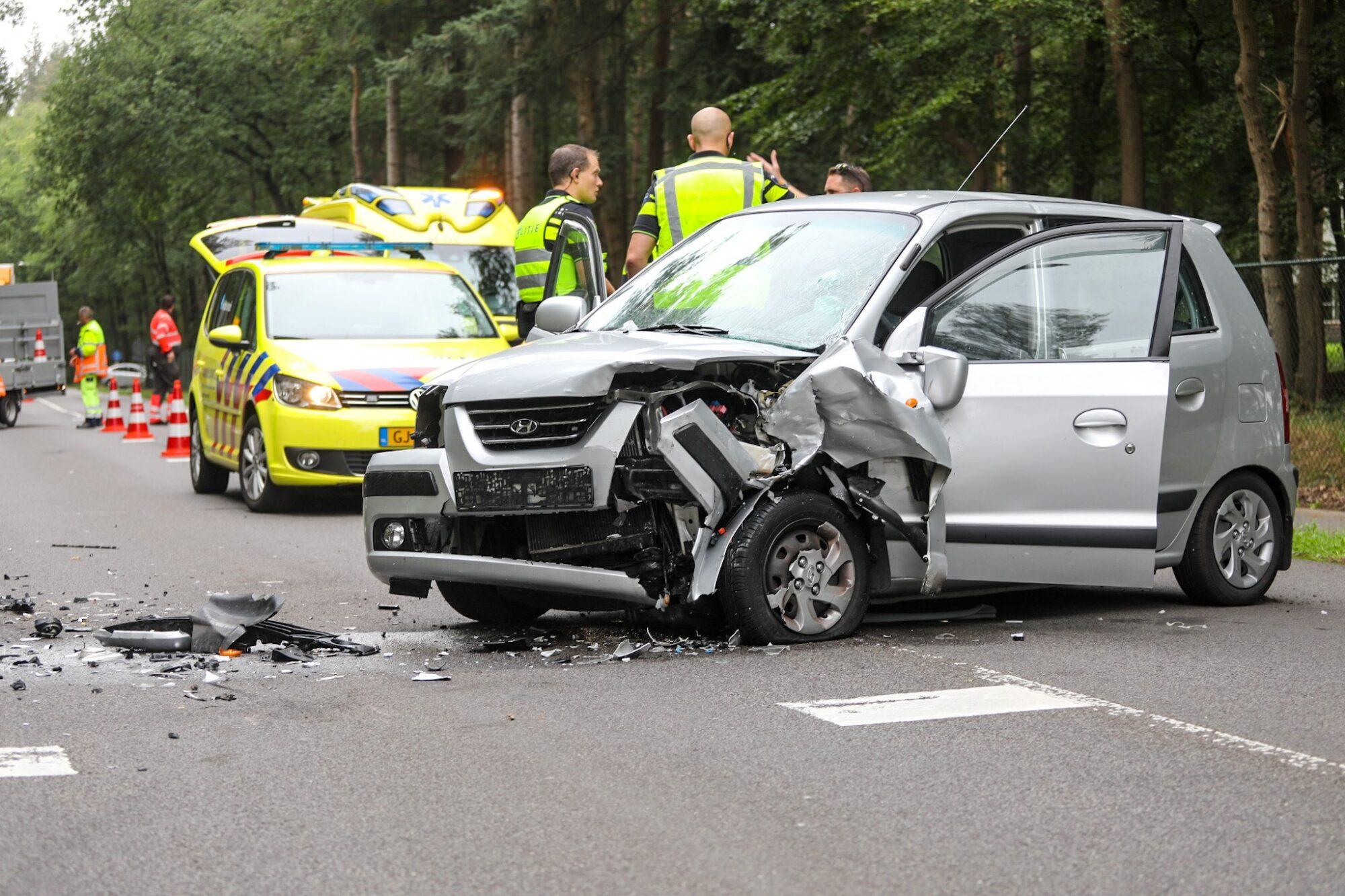 Meerdere gewonden bij frontale botsing in Loenen.