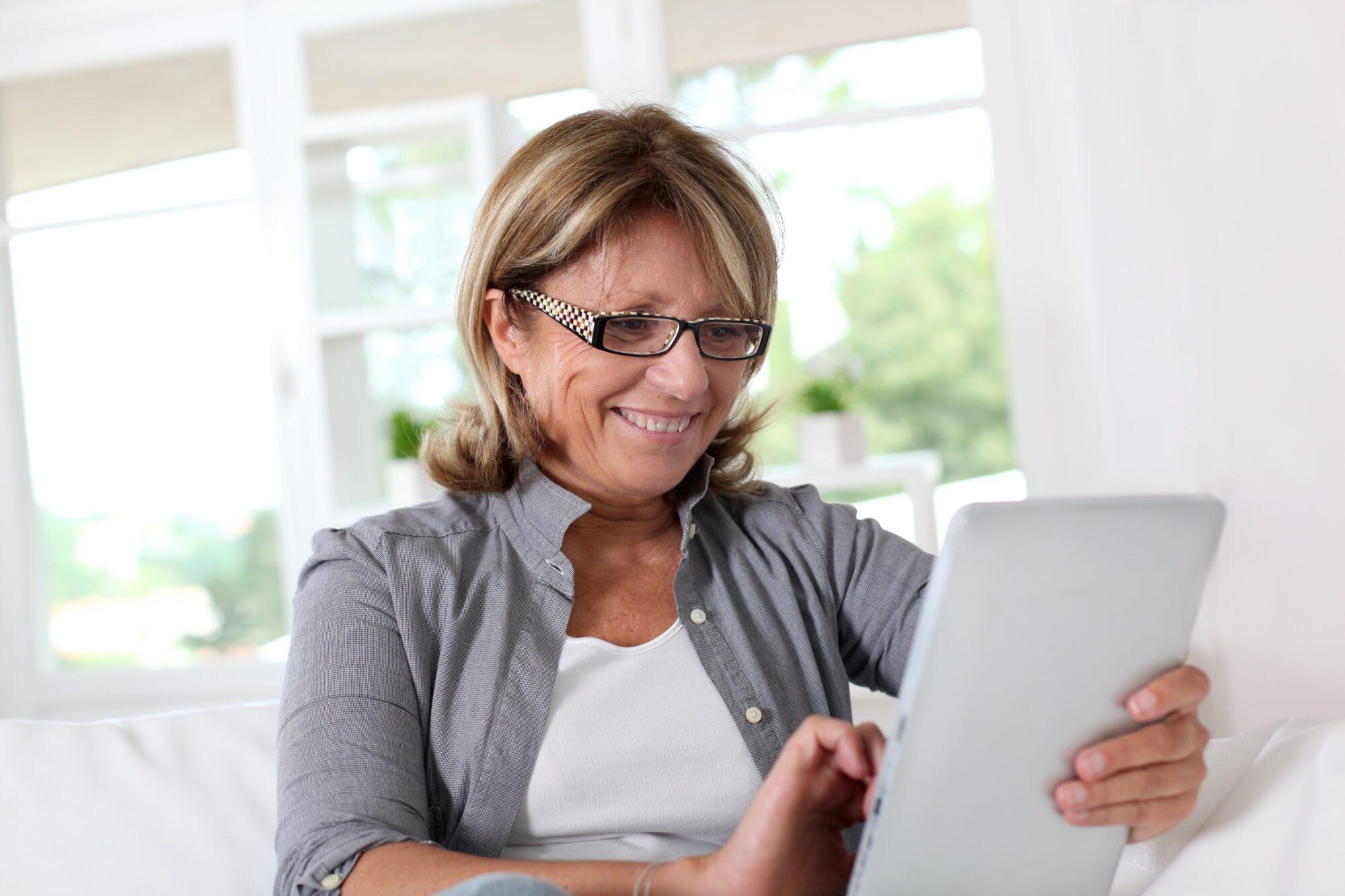 Senioren ontdekken online entertainment in coronatijd