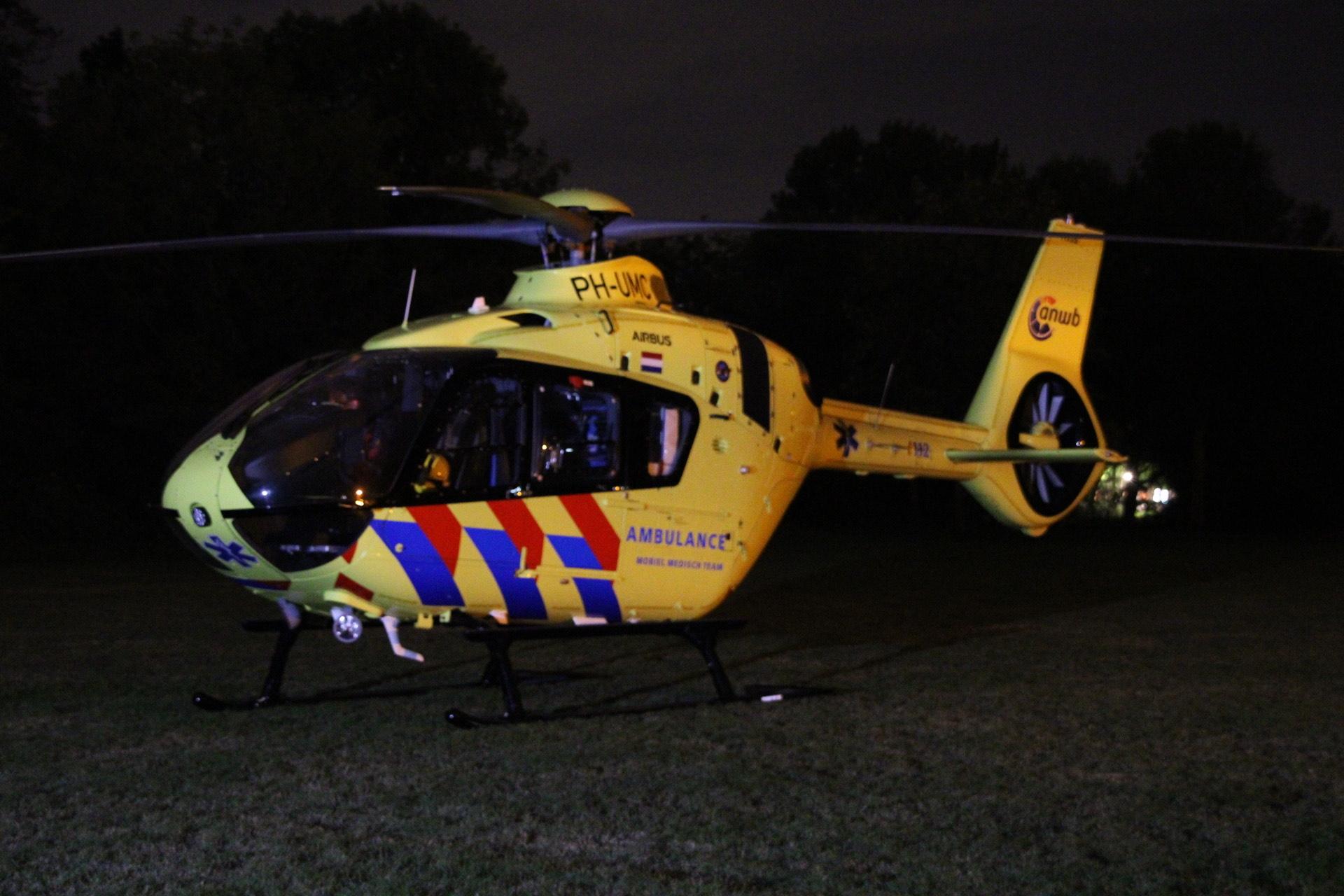 Traumahelikopter landt in Mheenpark Apeldoorn
