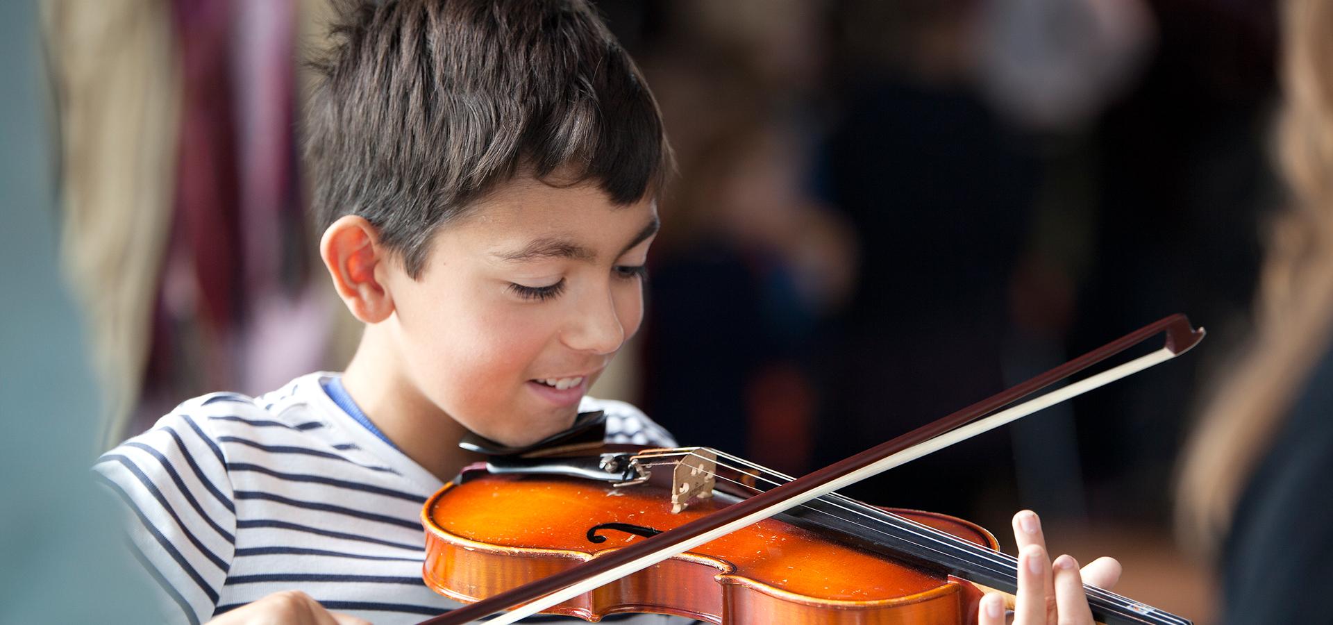 Even lekker los op instrumenten tijdens Open Dag Muziek