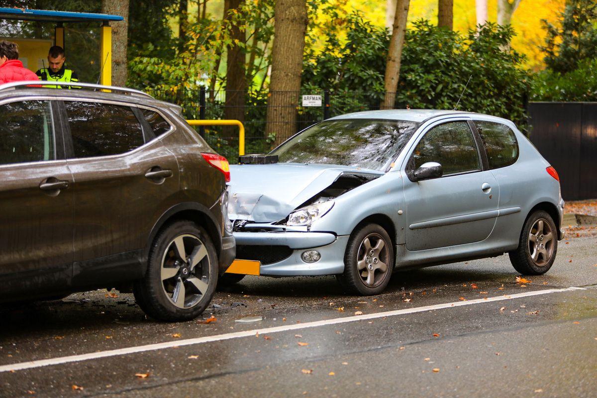 Geen gewonden bij aanrijding op Loenenseweg bij Beekbergen
