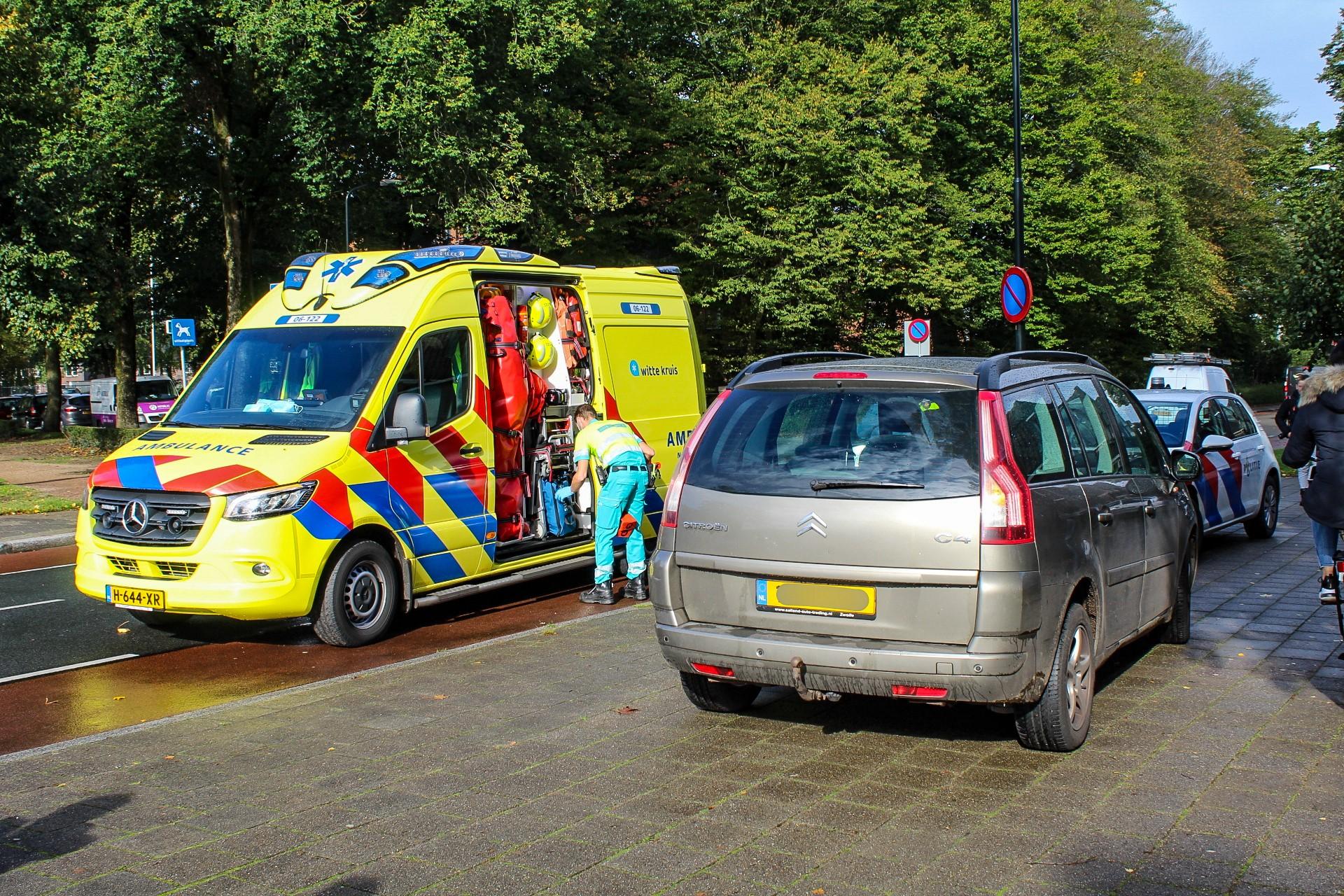 Fietsster gewond na aanrijding op de Sprengenweg in Apeldoorn.