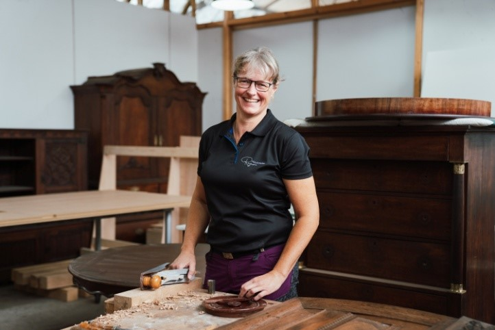 Régine steekt liefde voor meubels niet onder stoelen of banken