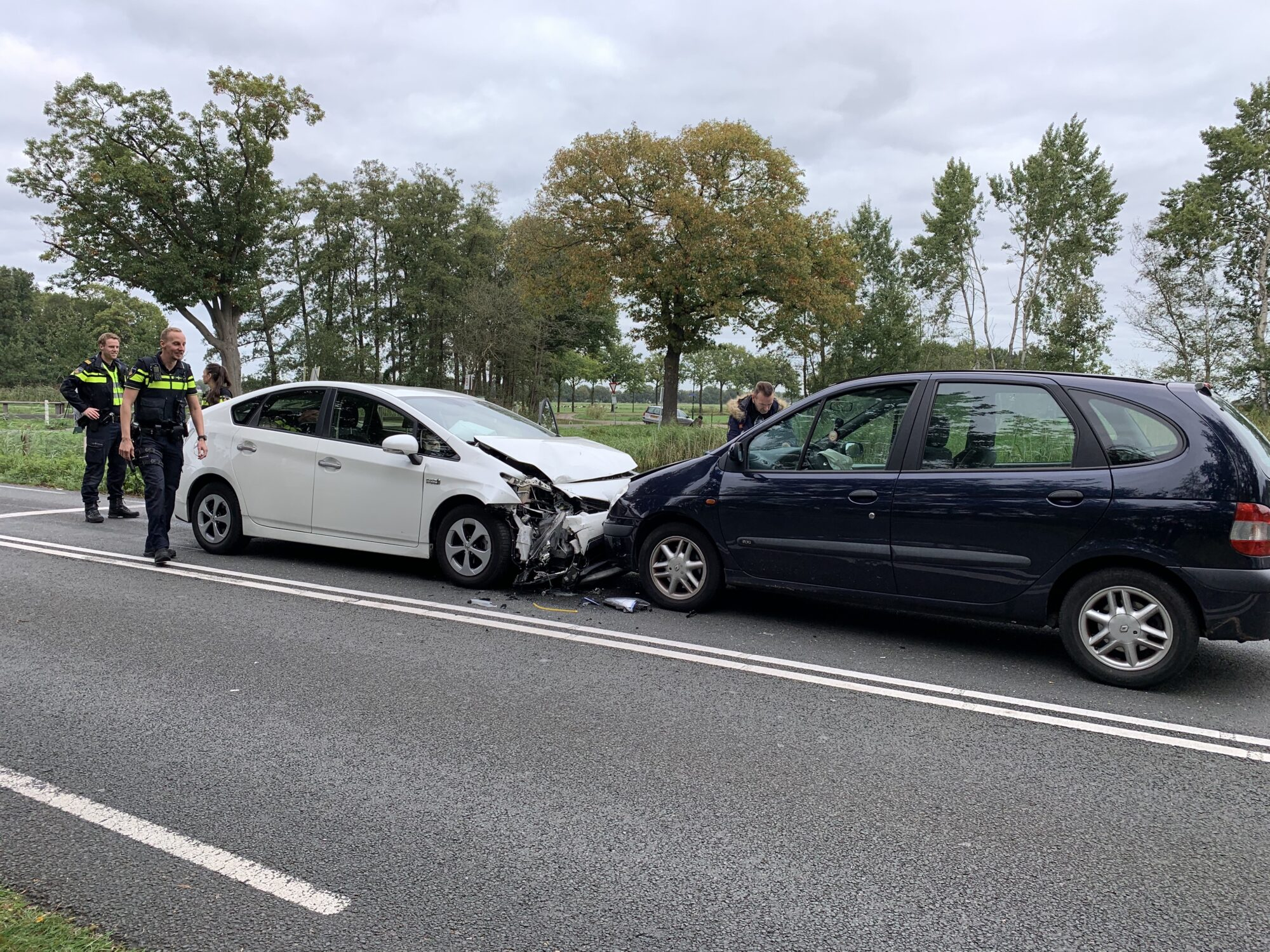 Drie ongelukken met acht voertuigen zorgen voor file tussen Zutphen en Gorssel.