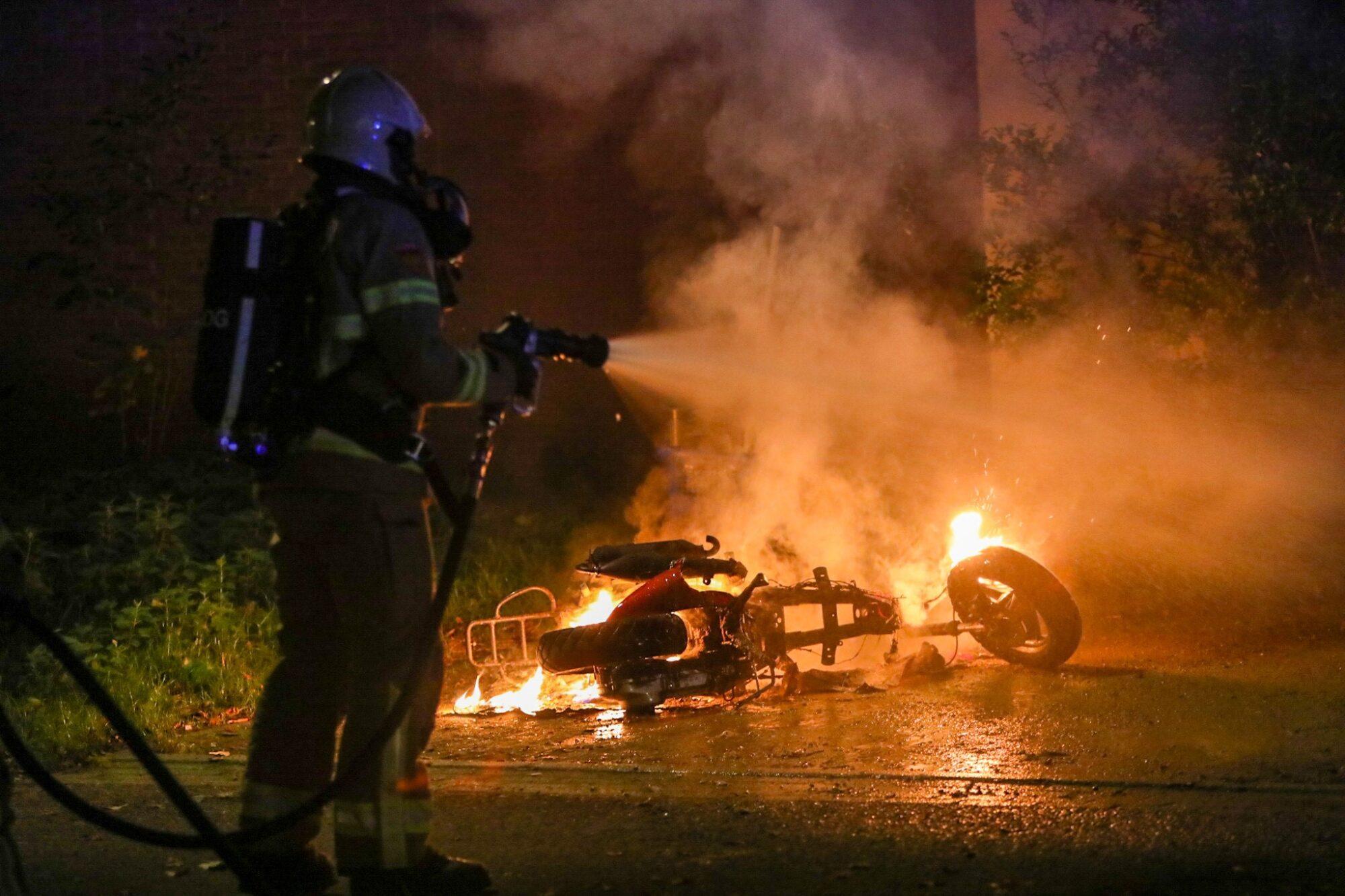 Scooterbrand in Apeldoorn lijkt aangestoken