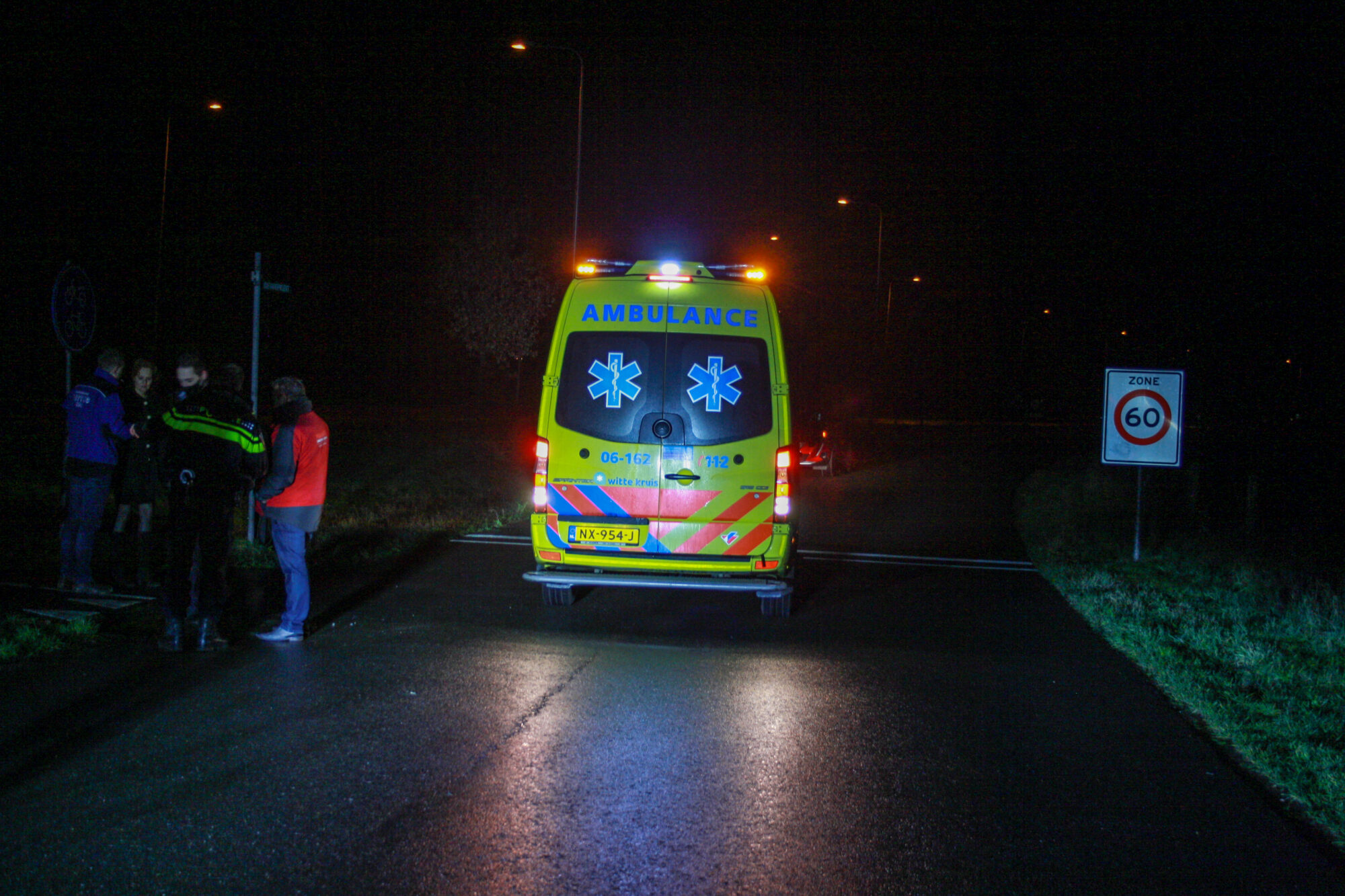Vrouw gewond afgevoerd naar ziekenhuis na val in Gorssel
