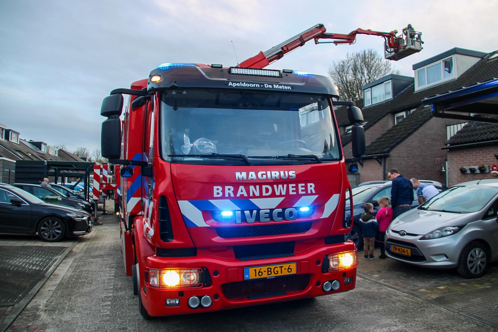 Schoorsteenbrand trekt veel bekijks in Apeldoorn