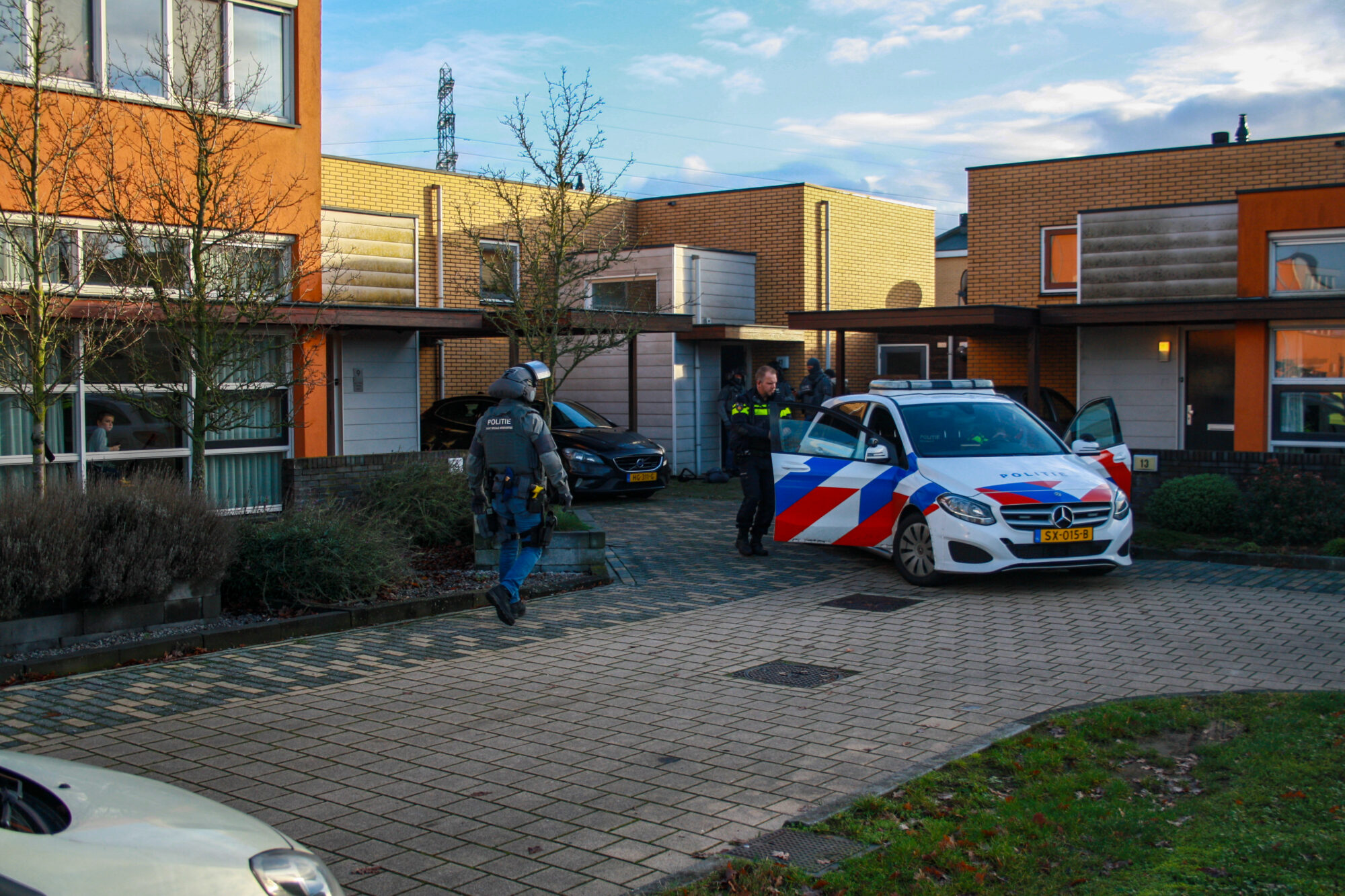 Arrestatieteam valt woning binnen in Zutphen; man aangehouden