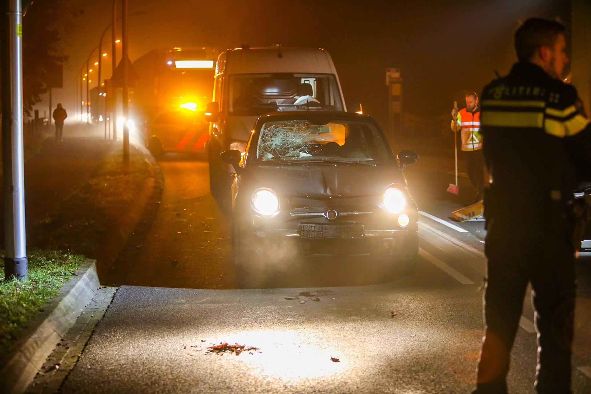 Flinke klapper in Loenen; drie auto's zwaar beschadigd