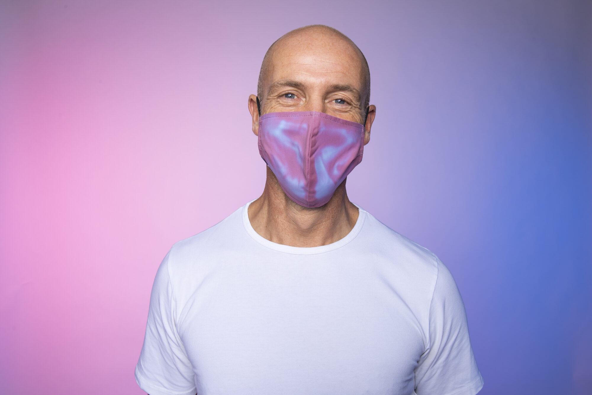 Een mondkapje dat elke vijf seconde van kleur verandert