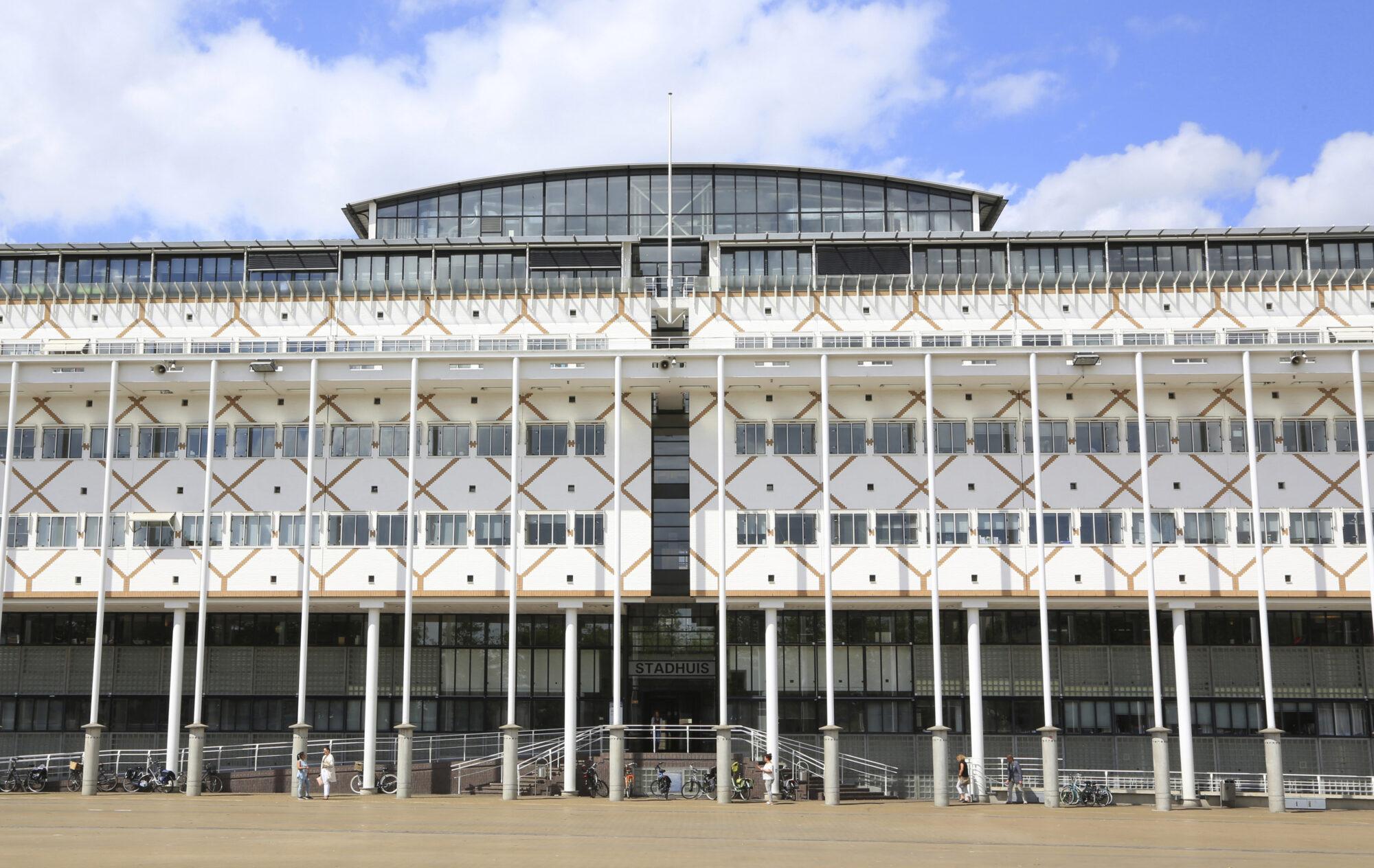 Nieuwe entree stadhuis Apeldoorn vriendelijker en toegankelijker