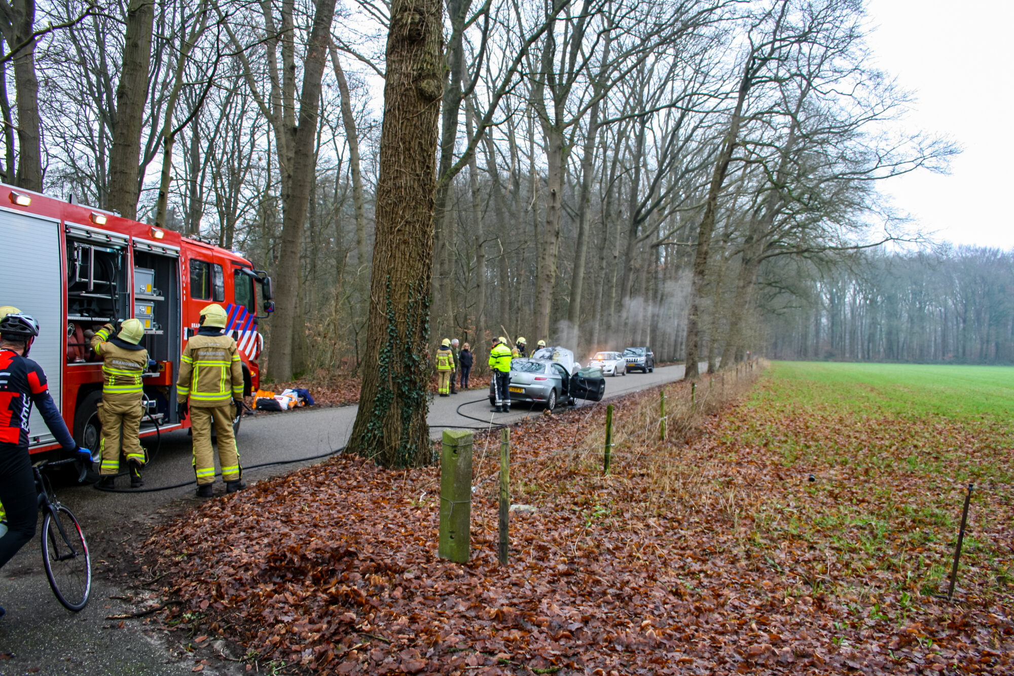Auto vliegt in brand tijdens het rijden in Vorden