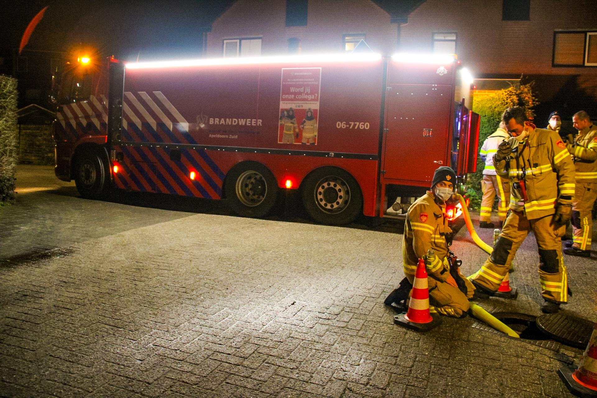 Brandweer spoelt riool na waarnemen 'vreemde' lucht