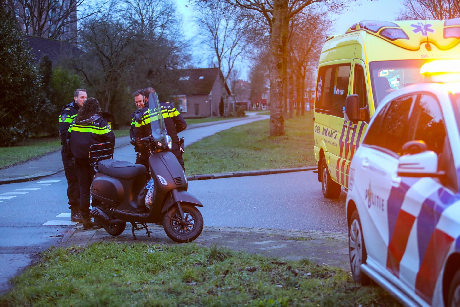 Scooterrijdster aangereden op Sluisoordlaan in Apeldoorn
