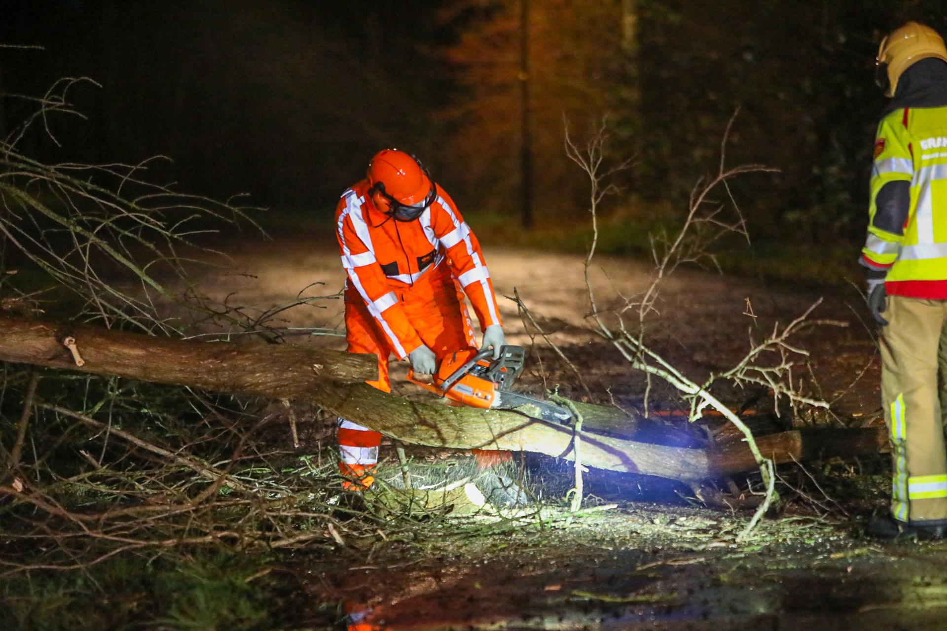 Storm Christoph raast over Apeldoorn; brandweer rukt 17 keer uit
