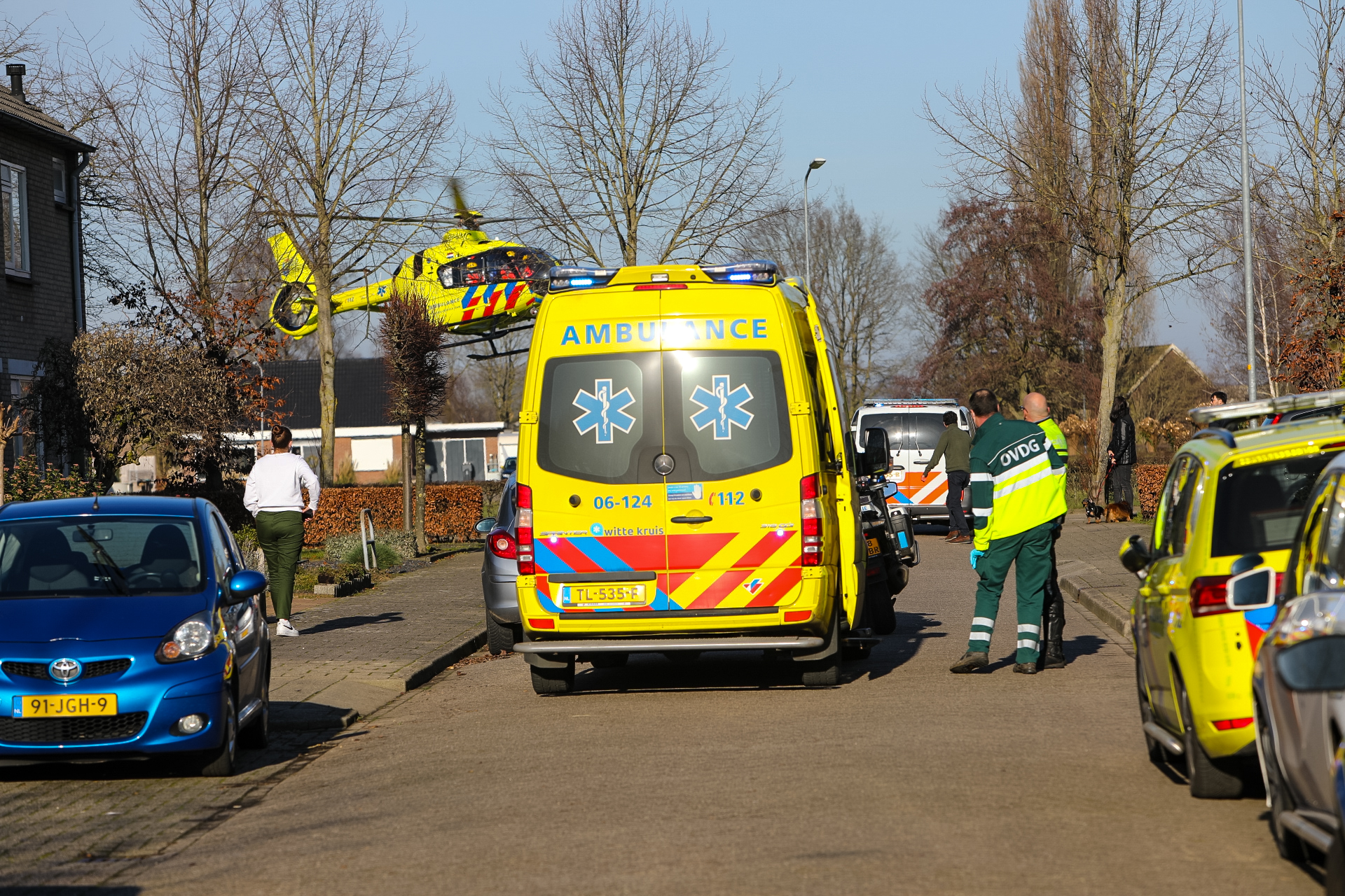 Persoon valt uit raam; traumahelikopter ingezet