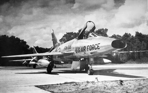 Laatste F-100 Super Sabre jachtbommenwerper wordt gerestaureerd