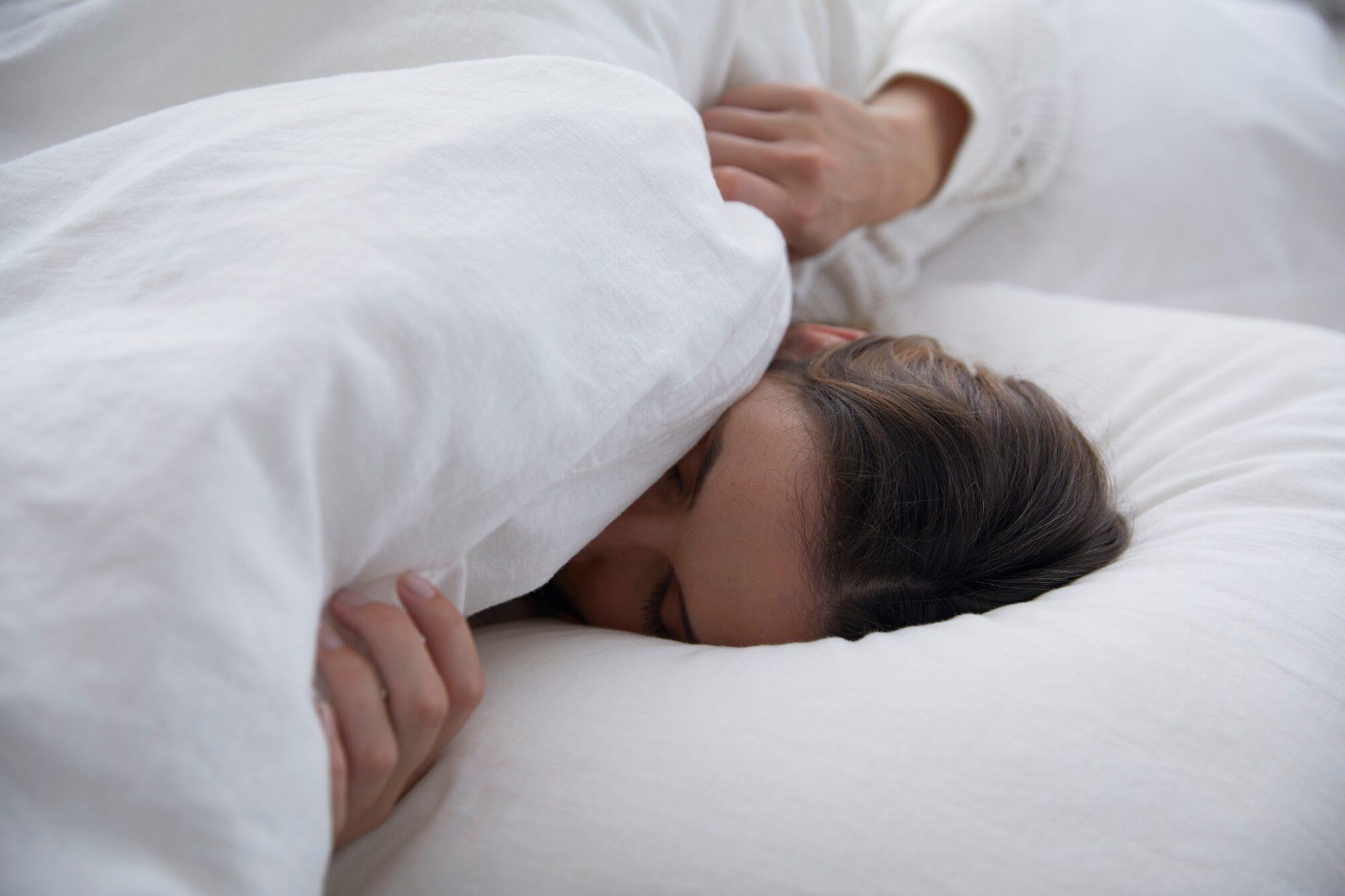 Lockdown: Nederlander slaapt slechter in en staat moeilijker op