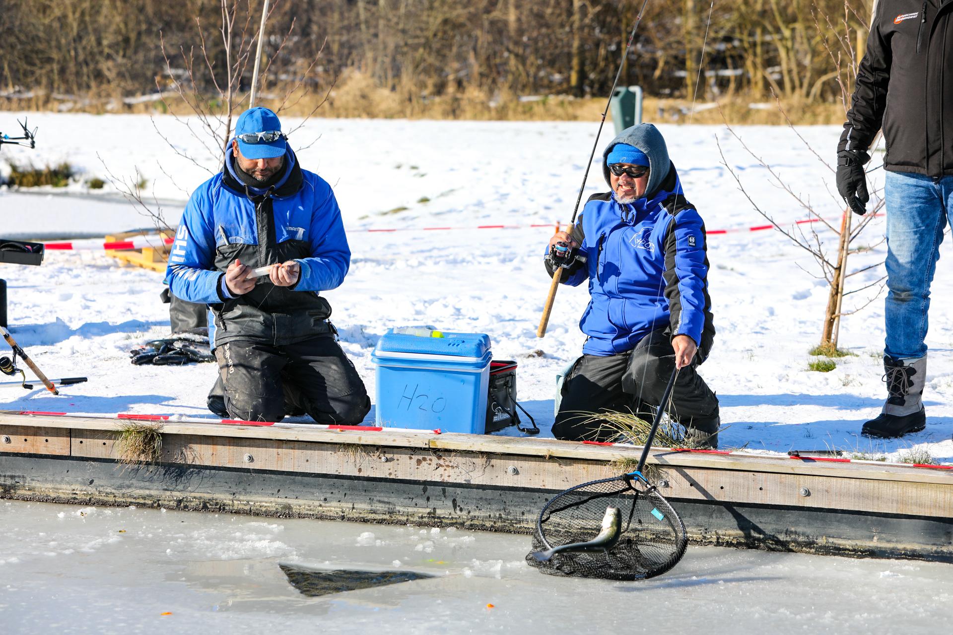 Wakvissen bij forelvijver H2O in Hattemerbroek in plaats van schaatsen